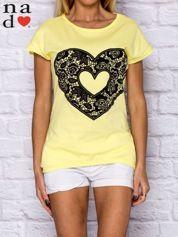 Żółty t-shirt z ażurowym sercem