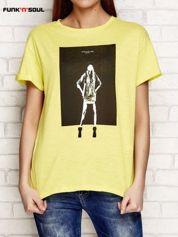 Żółty t-shirt z nadrukiem dziewczyny FUNK N SOUL