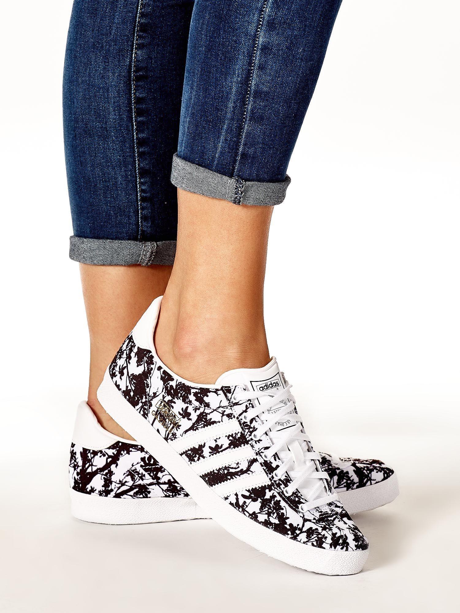 bc221310 ADIDAS Białe damskie buty sportowe z motywem roślinnym - Buty Buty ...