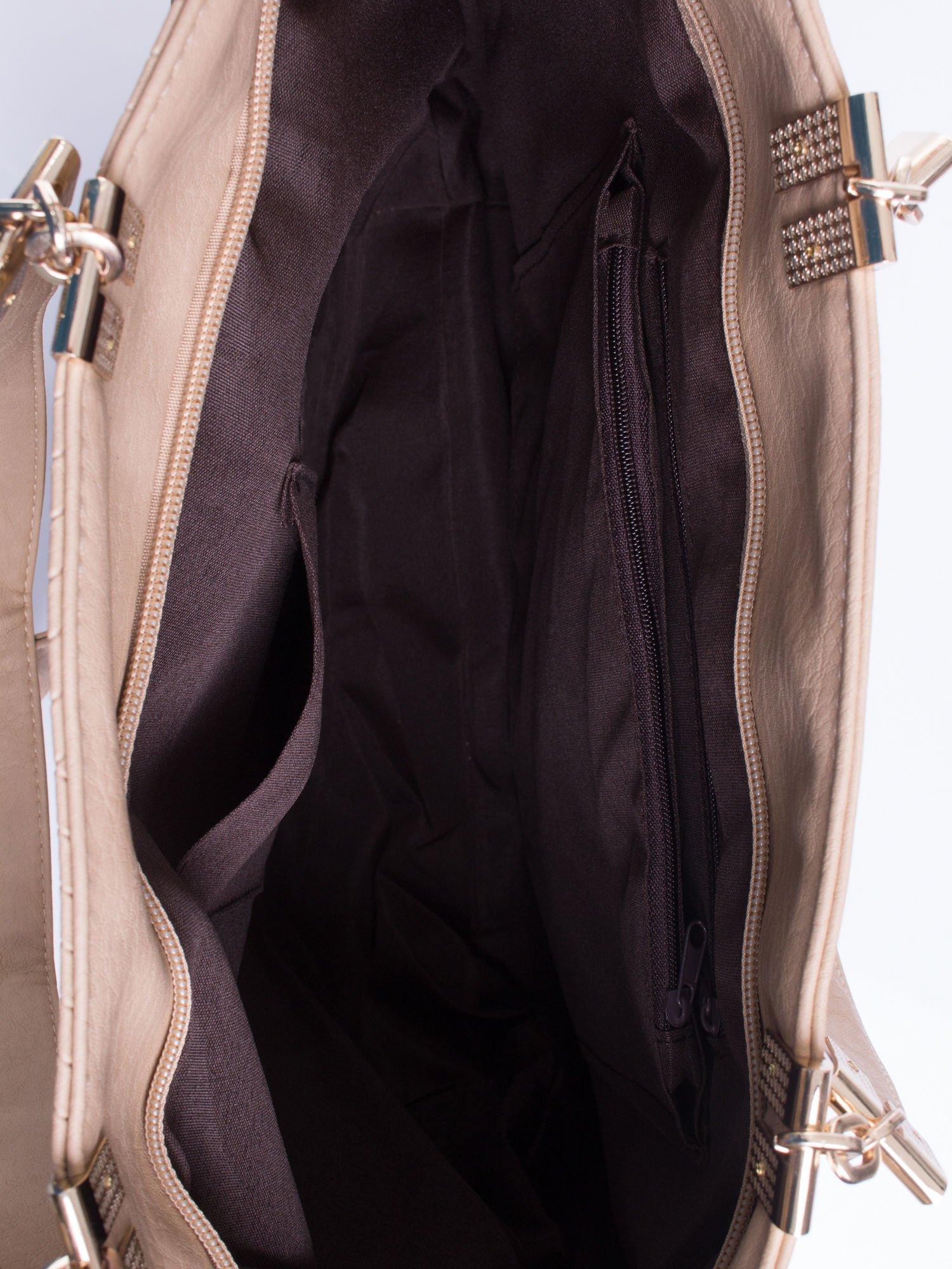 Beżowa fakturowana torebka damska ze złotymi okuciami                                  zdj.                                  6