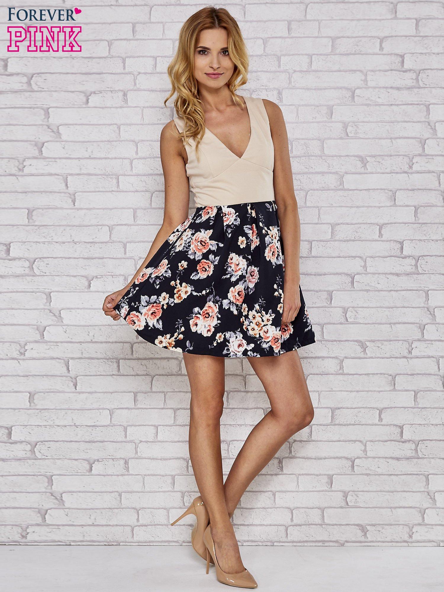 Beżowa sukienka skater z kwiatowym dołem                                  zdj.                                  2