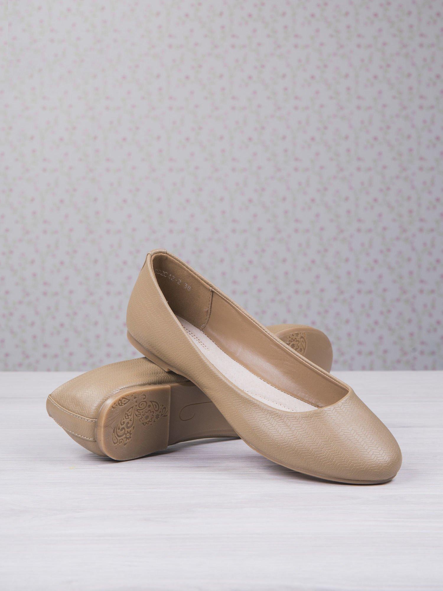 Beżowe baleriny saffiano effect w jodełkę                                  zdj.                                  3