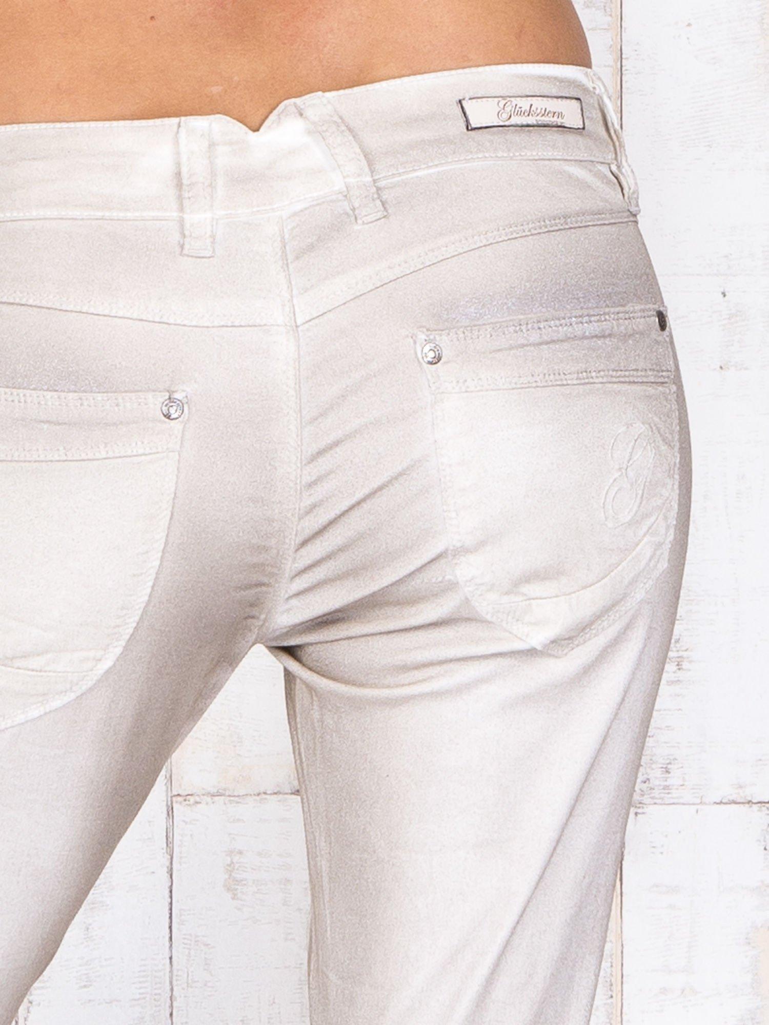 Beżowe mieniące się spodnie z brokatem i przetarciami                                  zdj.                                  5