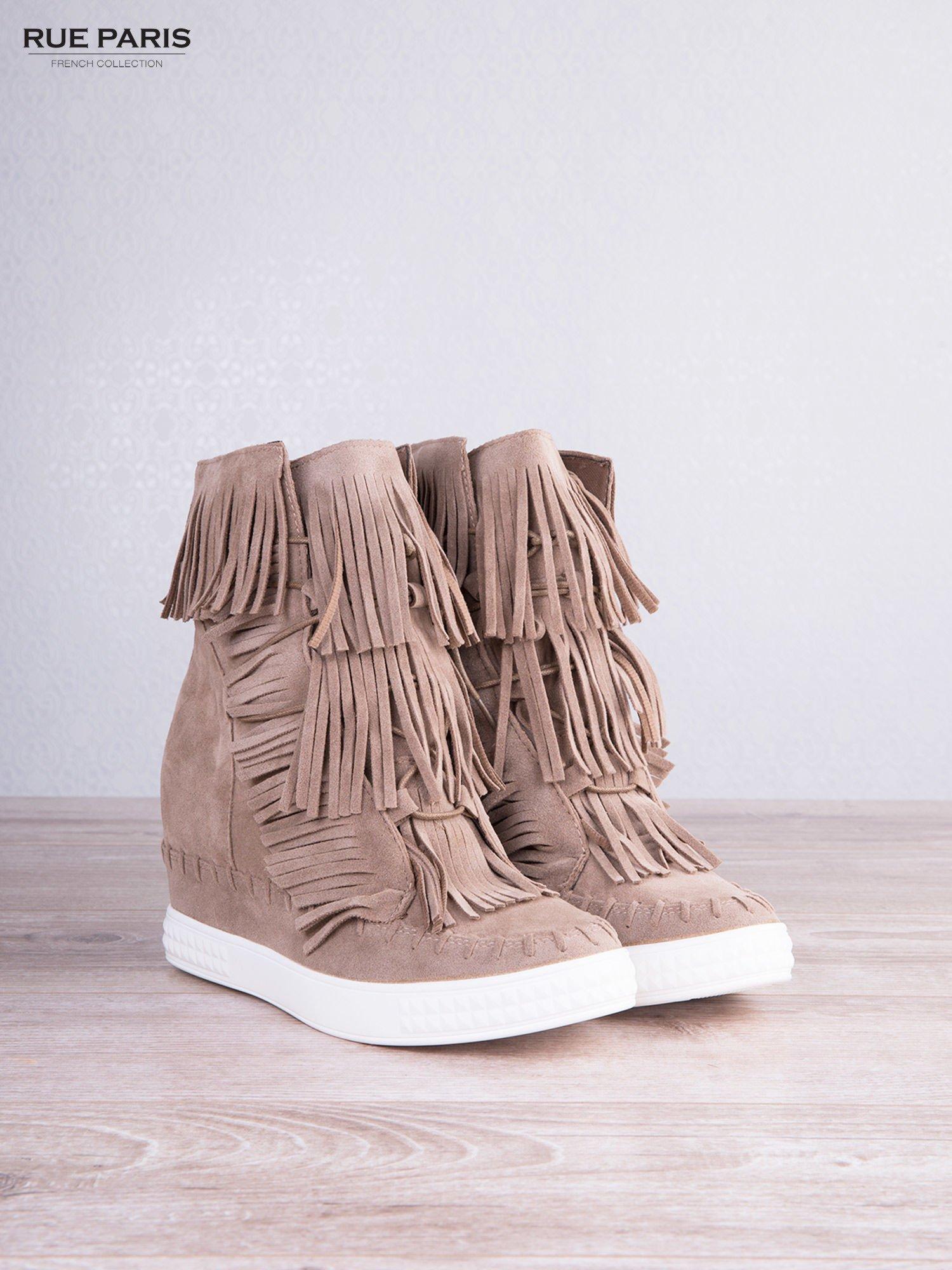 Beżowe zamszowe sneakersy Aravia z frędzelkami na koturnach                                  zdj.                                  5