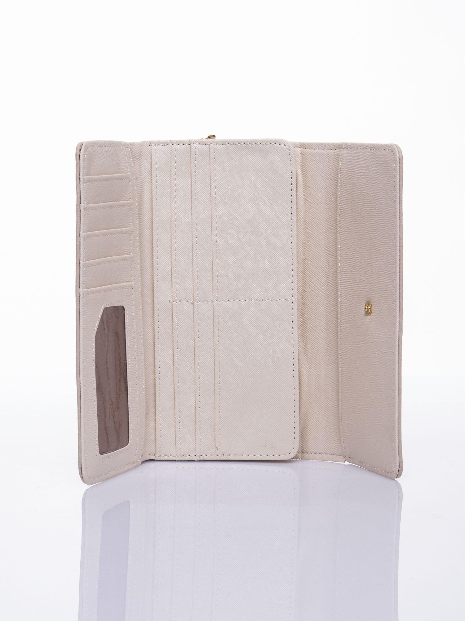Beżowy ażurowany portfel ze złotym suwakiem                                  zdj.                                  3