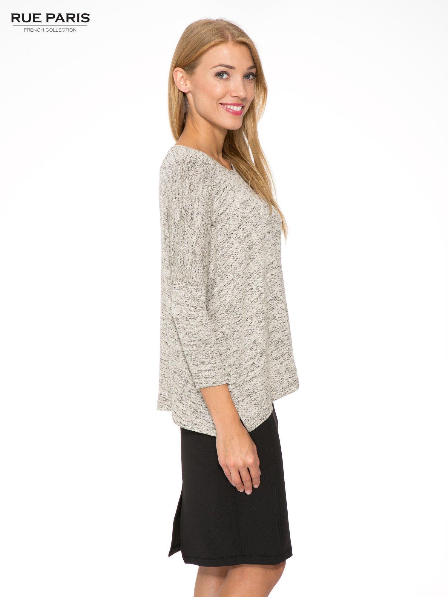 Beżowy melanżowy sweter oversize o obniżonej linii ramion                                  zdj.                                  3