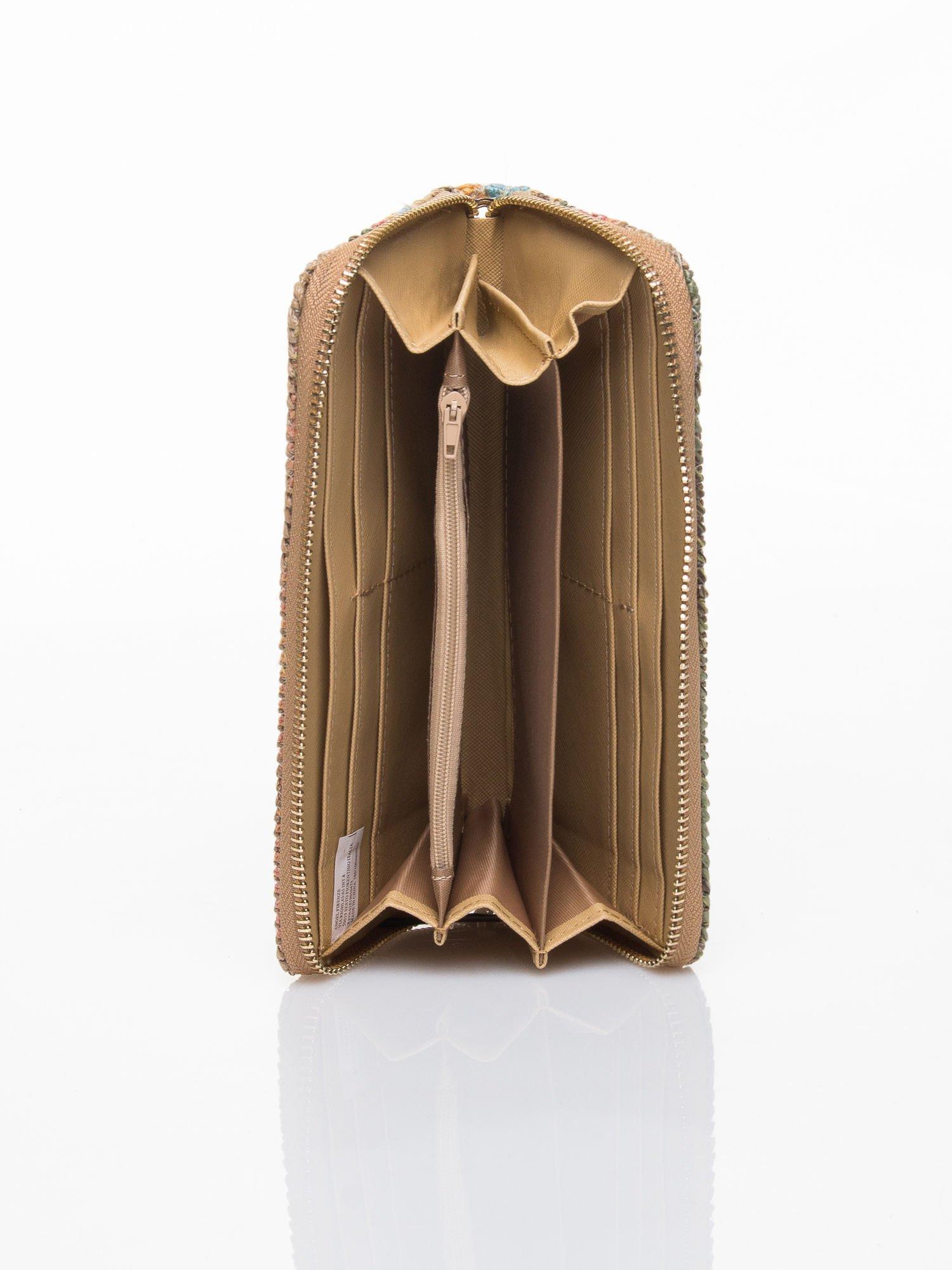 Beżowy pleciony portfel w paski                                  zdj.                                  4