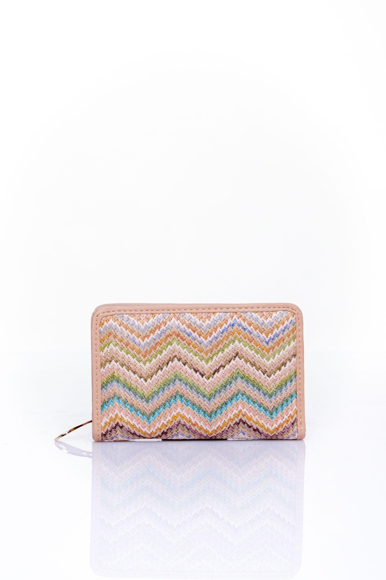 Beżowy portfel z motywem geometrycznej plecionki                                  zdj.                                  1