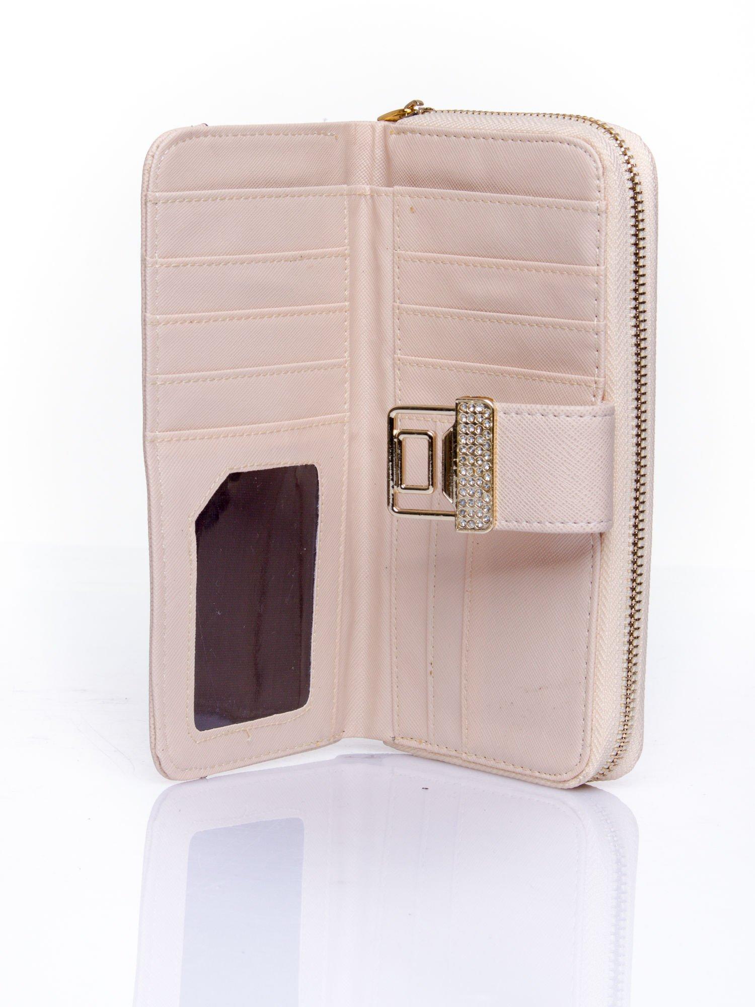 Beżowy portfel z ozdobnym zapięciem i złotym uchwytem                                  zdj.                                  4