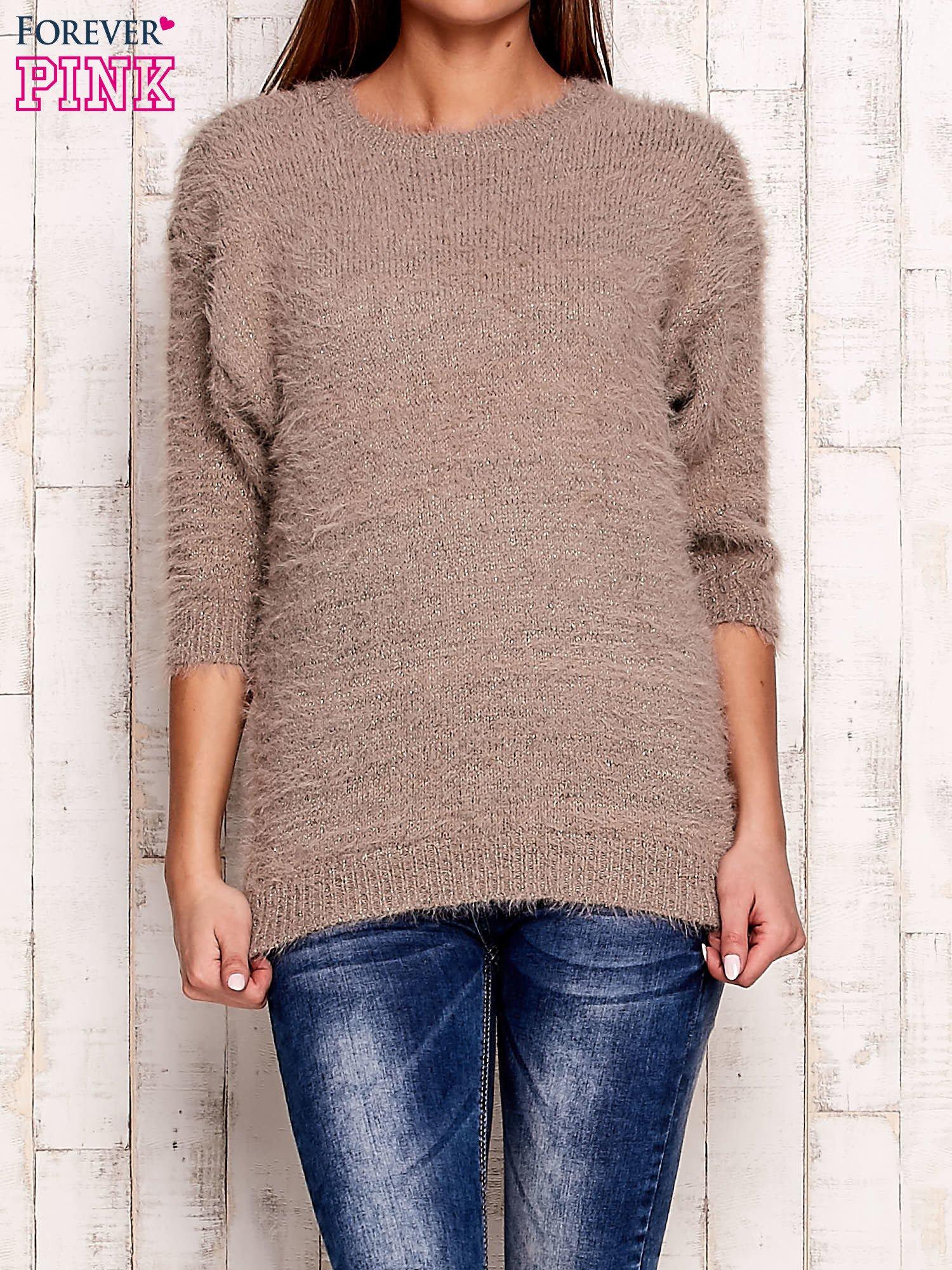Beżowy sweter fluffy z metaliczną nicią                                  zdj.                                  1