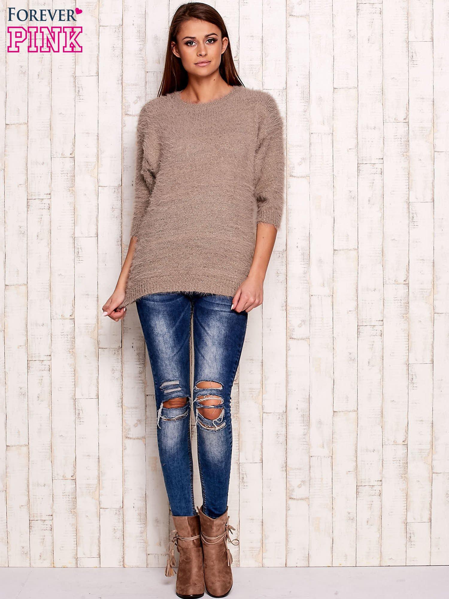 Beżowy sweter fluffy z metaliczną nicią                                  zdj.                                  4