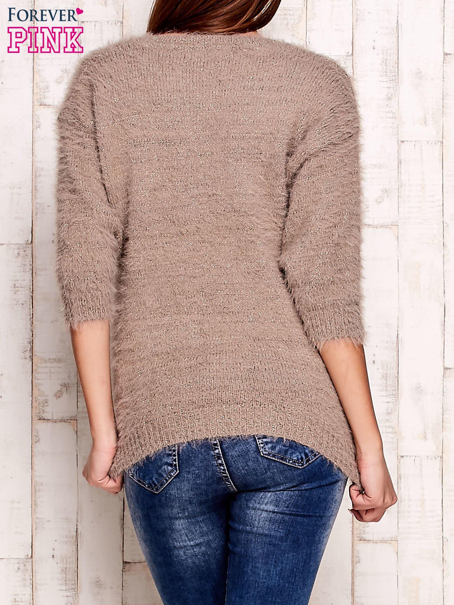 Beżowy sweter fluffy z metaliczną nicią                                  zdj.                                  2