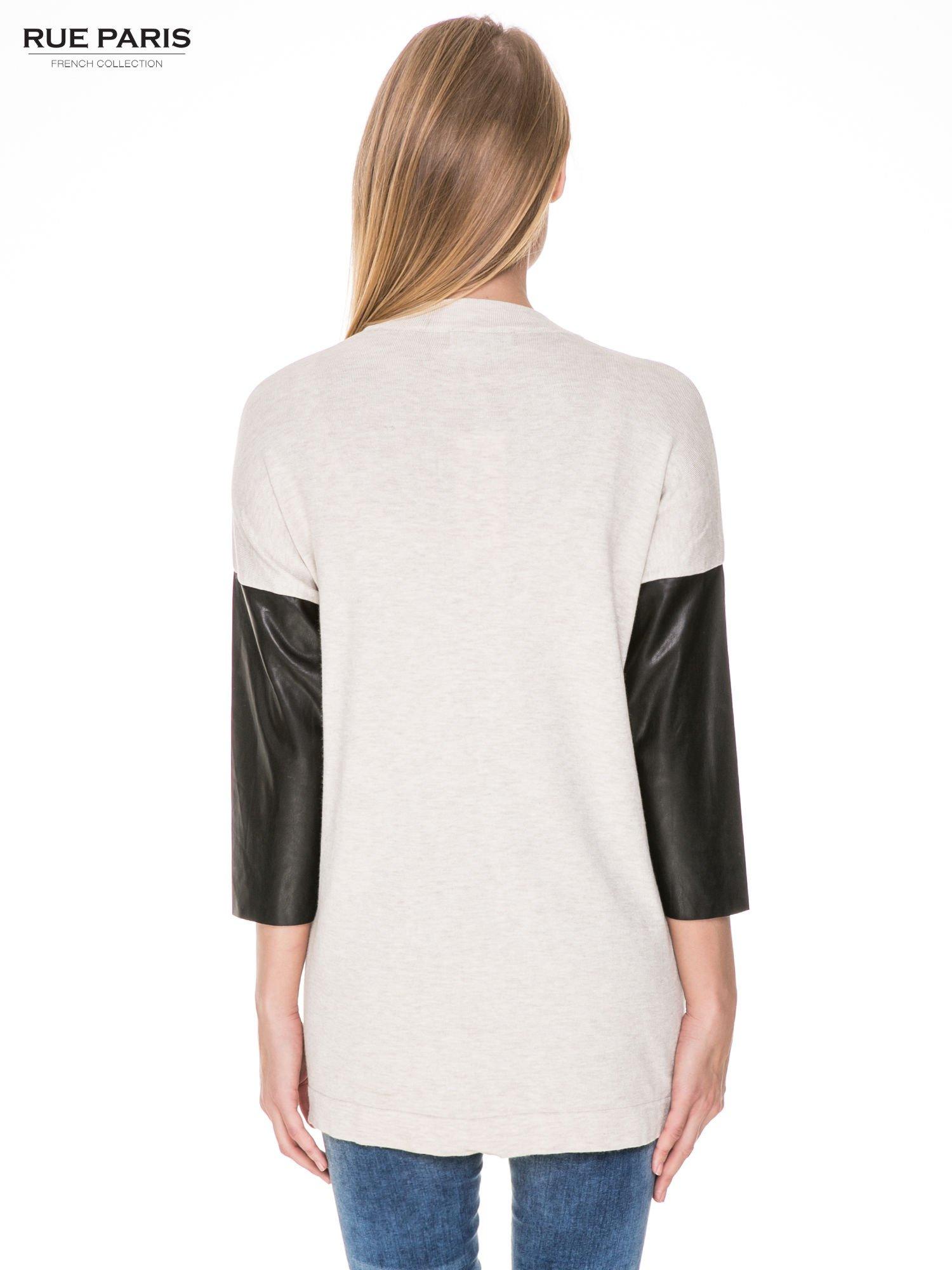 Beżowy sweter kardigan ze skórzanym rękawami 3/4                                  zdj.                                  4
