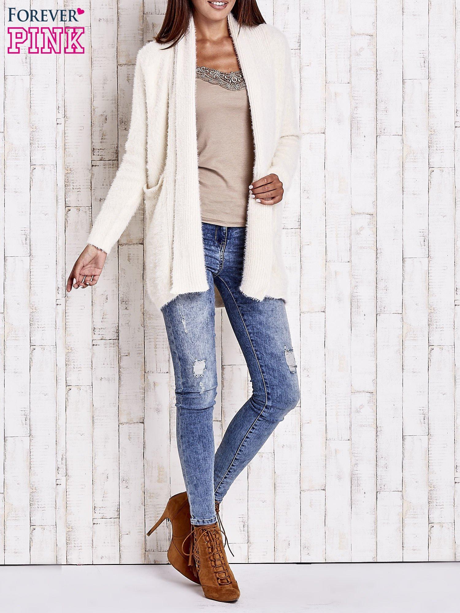 Beżowy sweter oversize z kieszeniami                                  zdj.                                  7