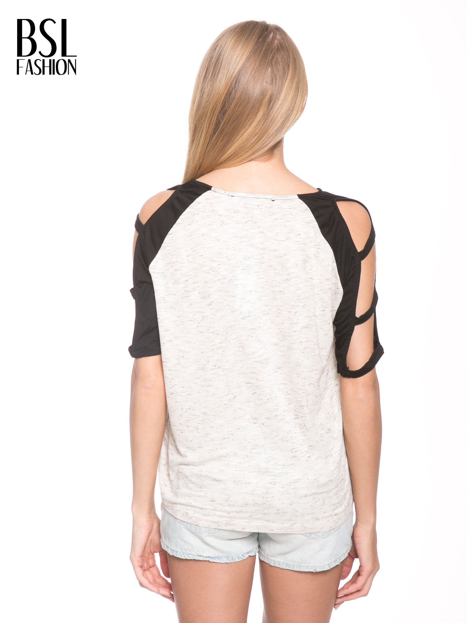 Beżowy t-shirt z kontrastowymi rękawami cut out                                  zdj.                                  4