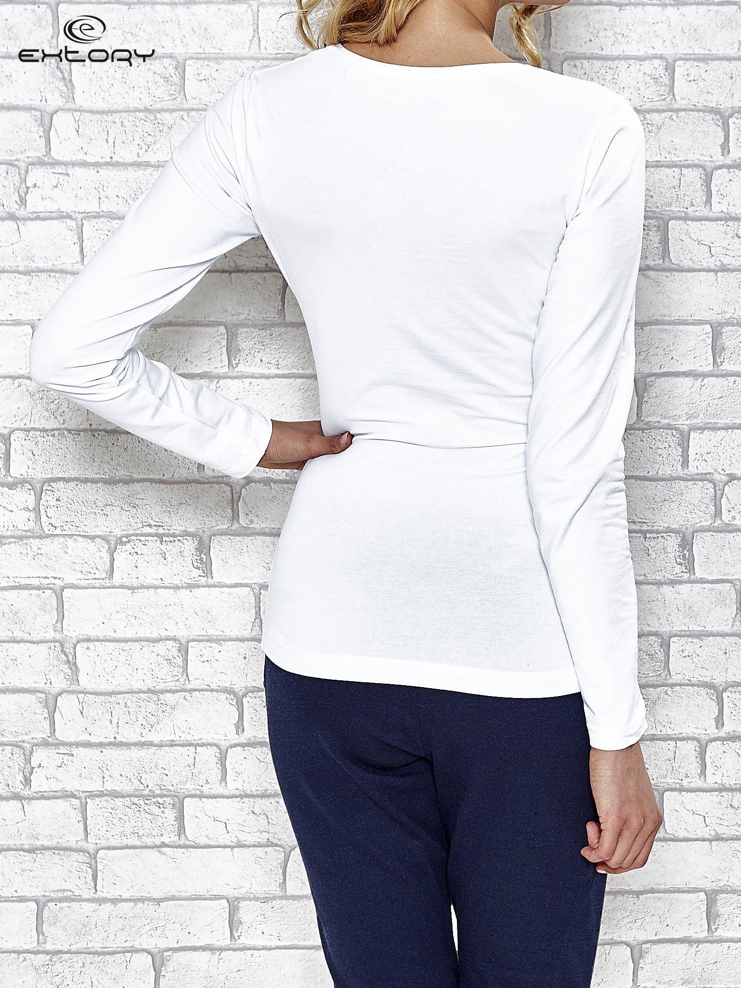 Biała bluzka sportowa z dekoltem V                                  zdj.                                  4