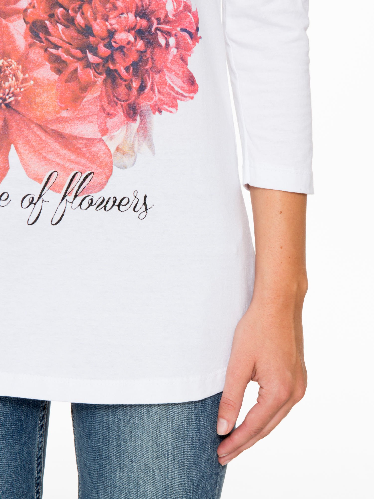 Biała bluzka z motywem kwiatowym i napisem ADORABLE                                  zdj.                                  7