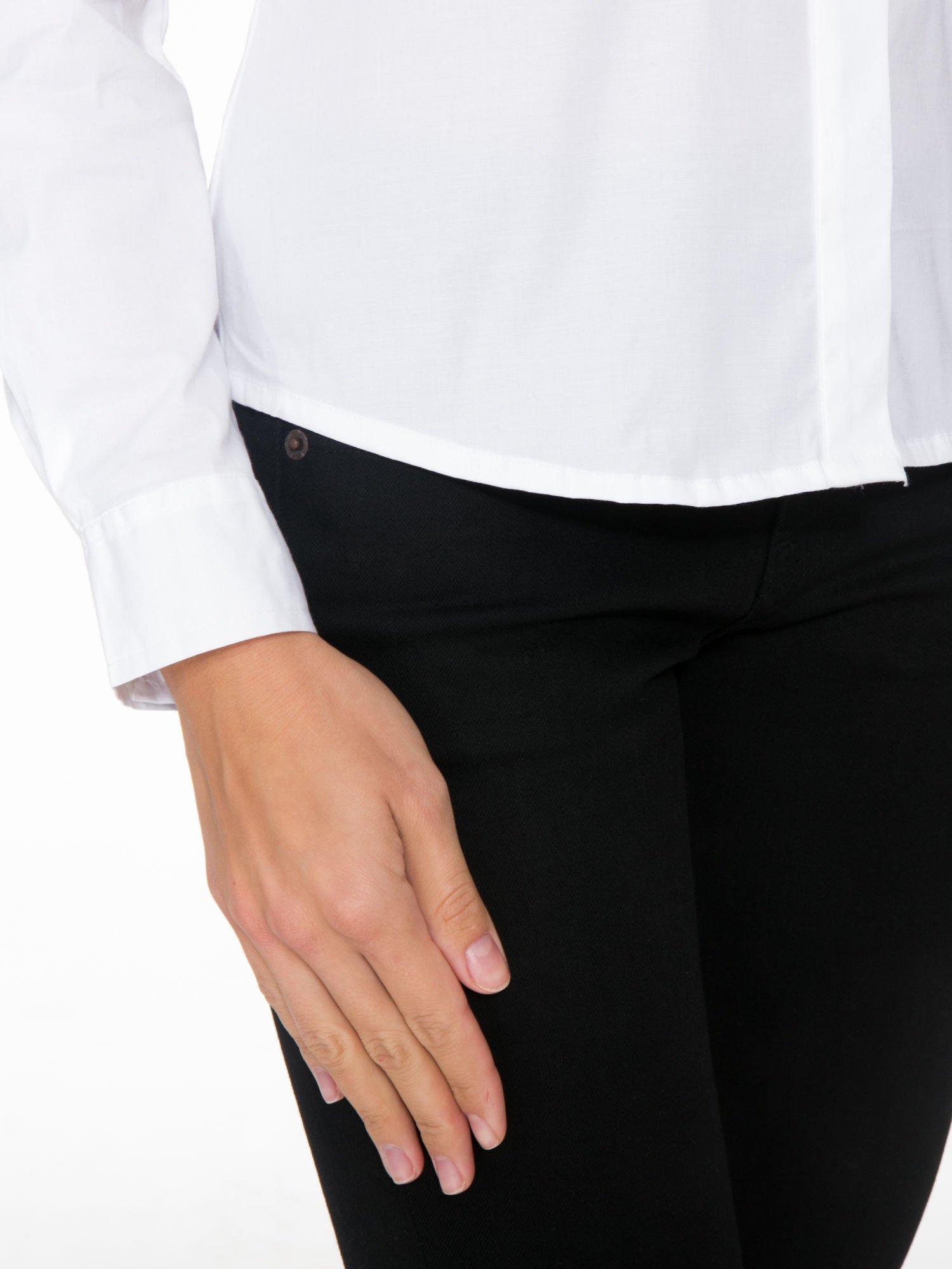 Biała elegancka koszula damska z marszczonym przodem                                  zdj.                                  7