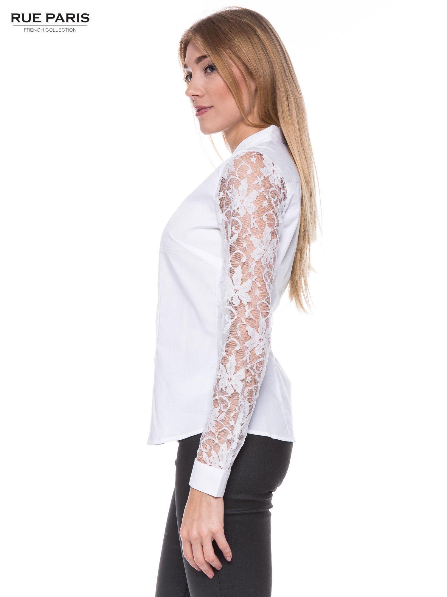 Biała elegancka koszula z koronkowymi rękawami                                  zdj.                                  2