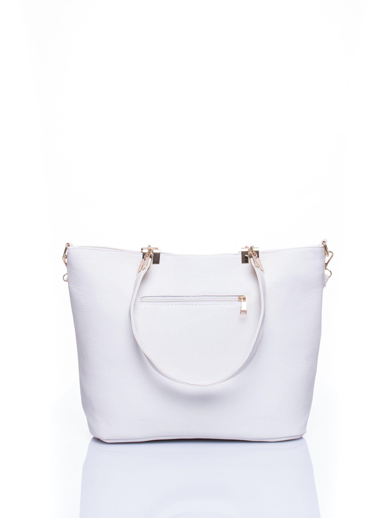 Biała fakturowana torebka damska ze złotymi okuciami                                  zdj.                                  3