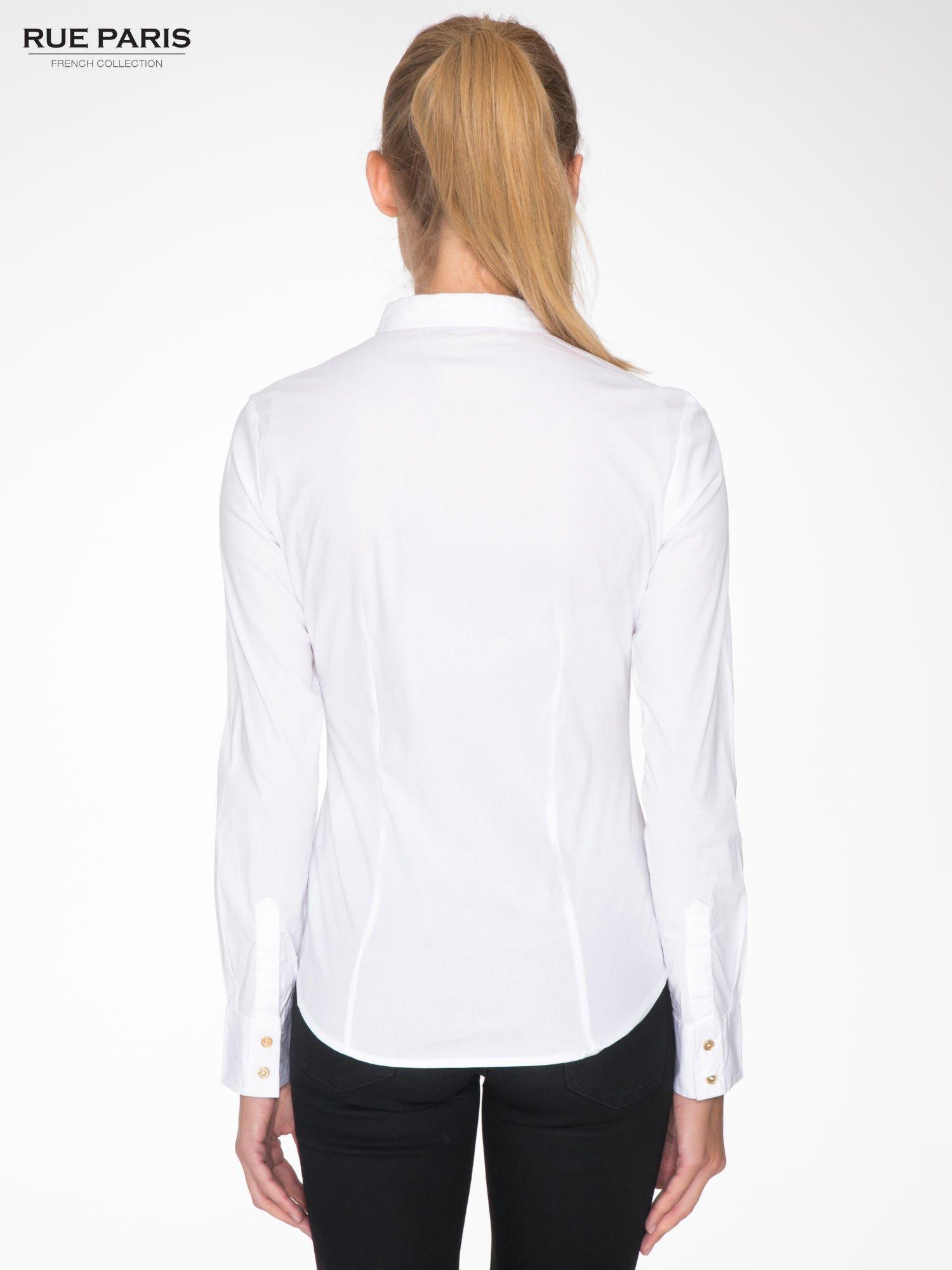 Biała koszula damska odcinana pod biustem z marszczeniem                                  zdj.                                  4
