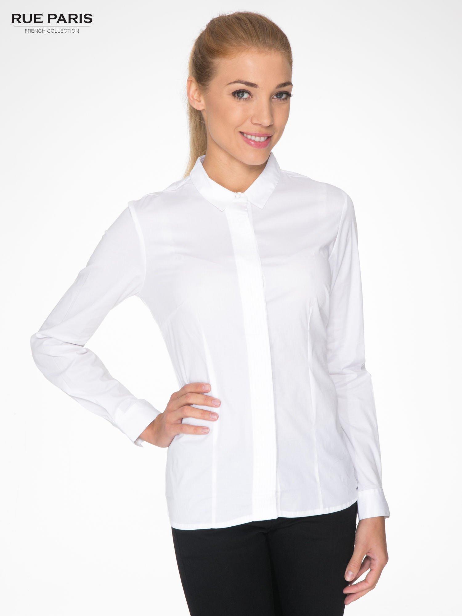 Biała koszula damska z ozdobną listwą                                  zdj.                                  1