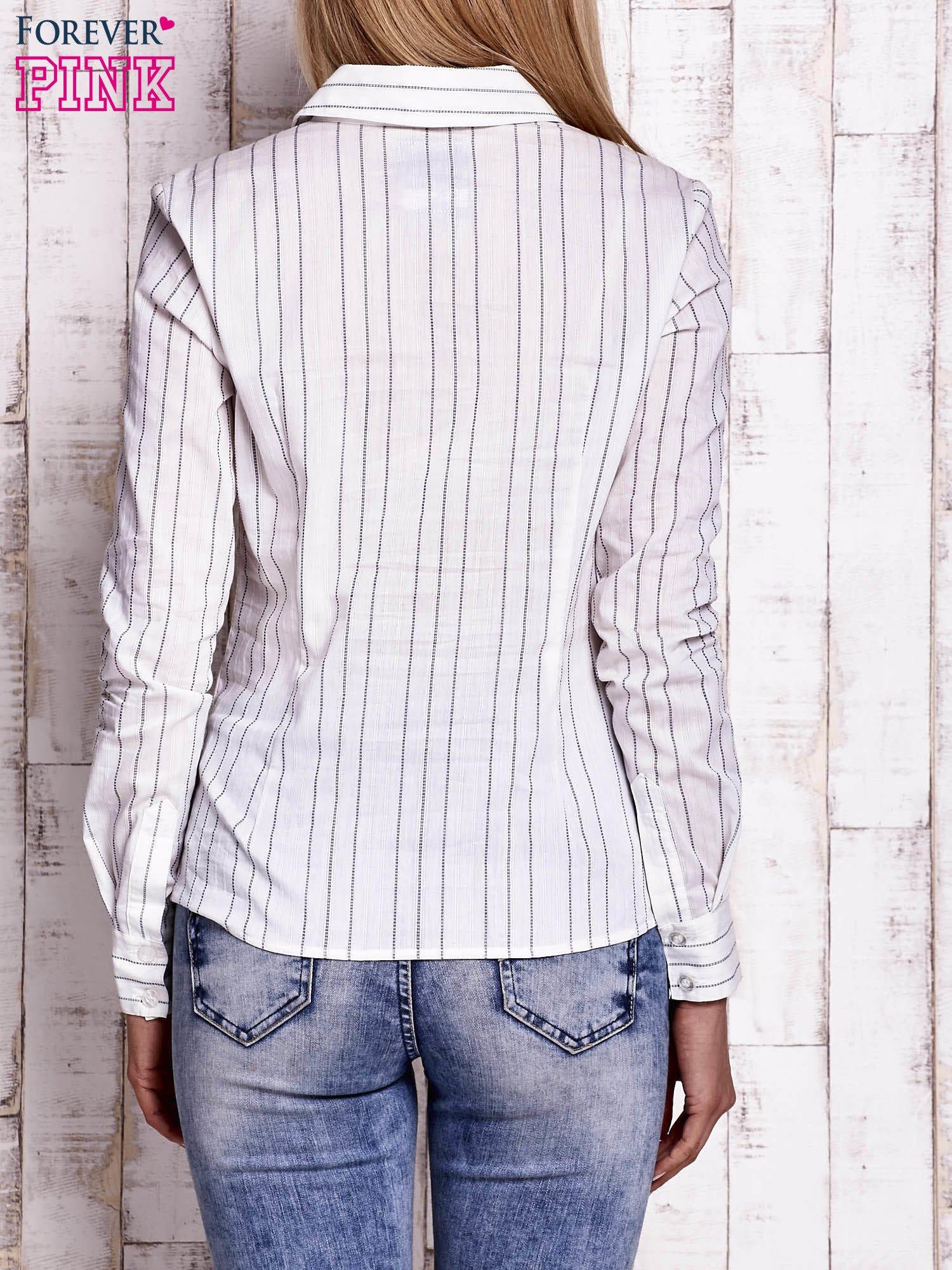 Biała koszula w delikatne prążki                                  zdj.                                  4