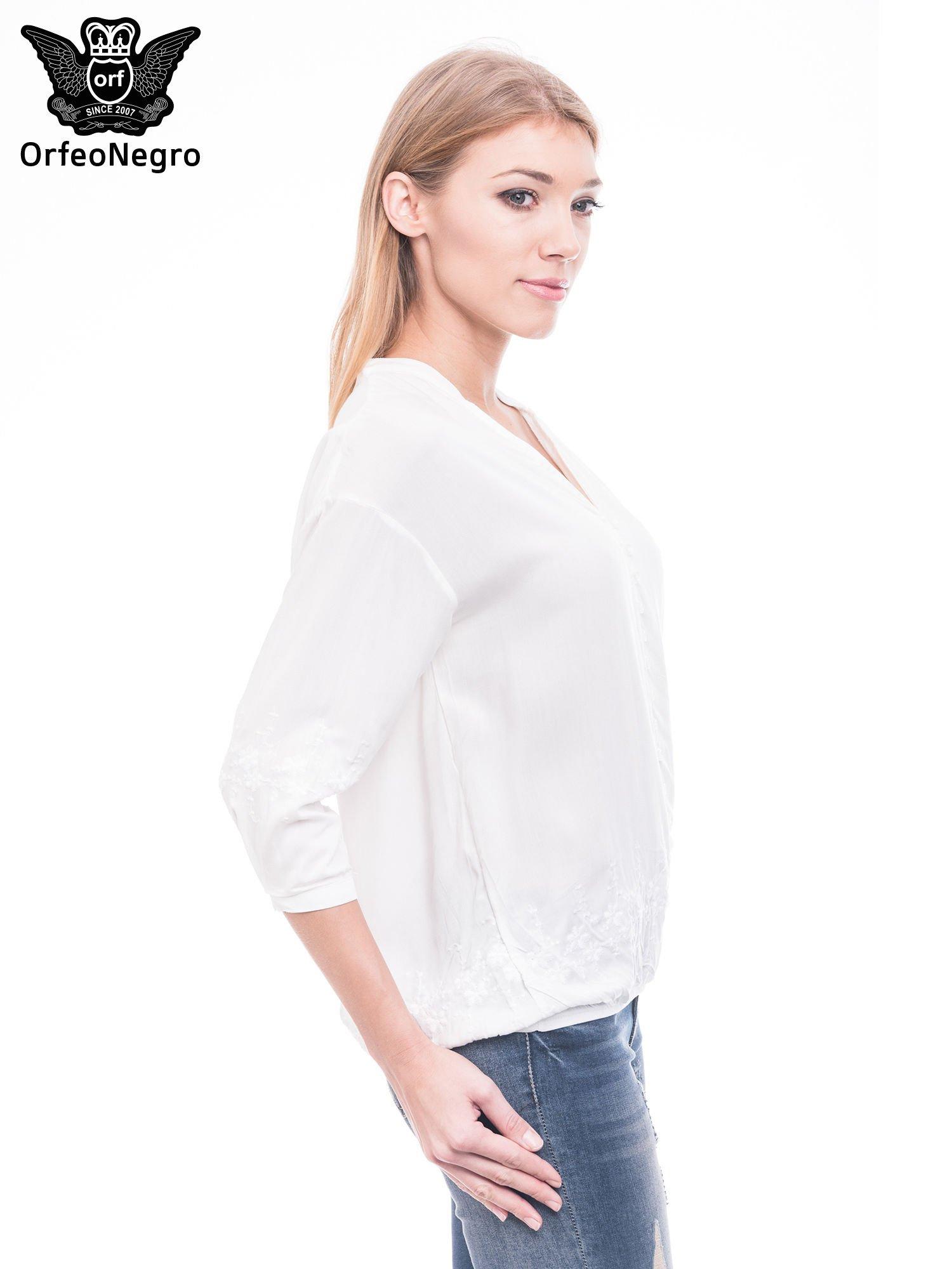 Biała koszula w stylu boho z kwiatowym haftem                                  zdj.                                  3