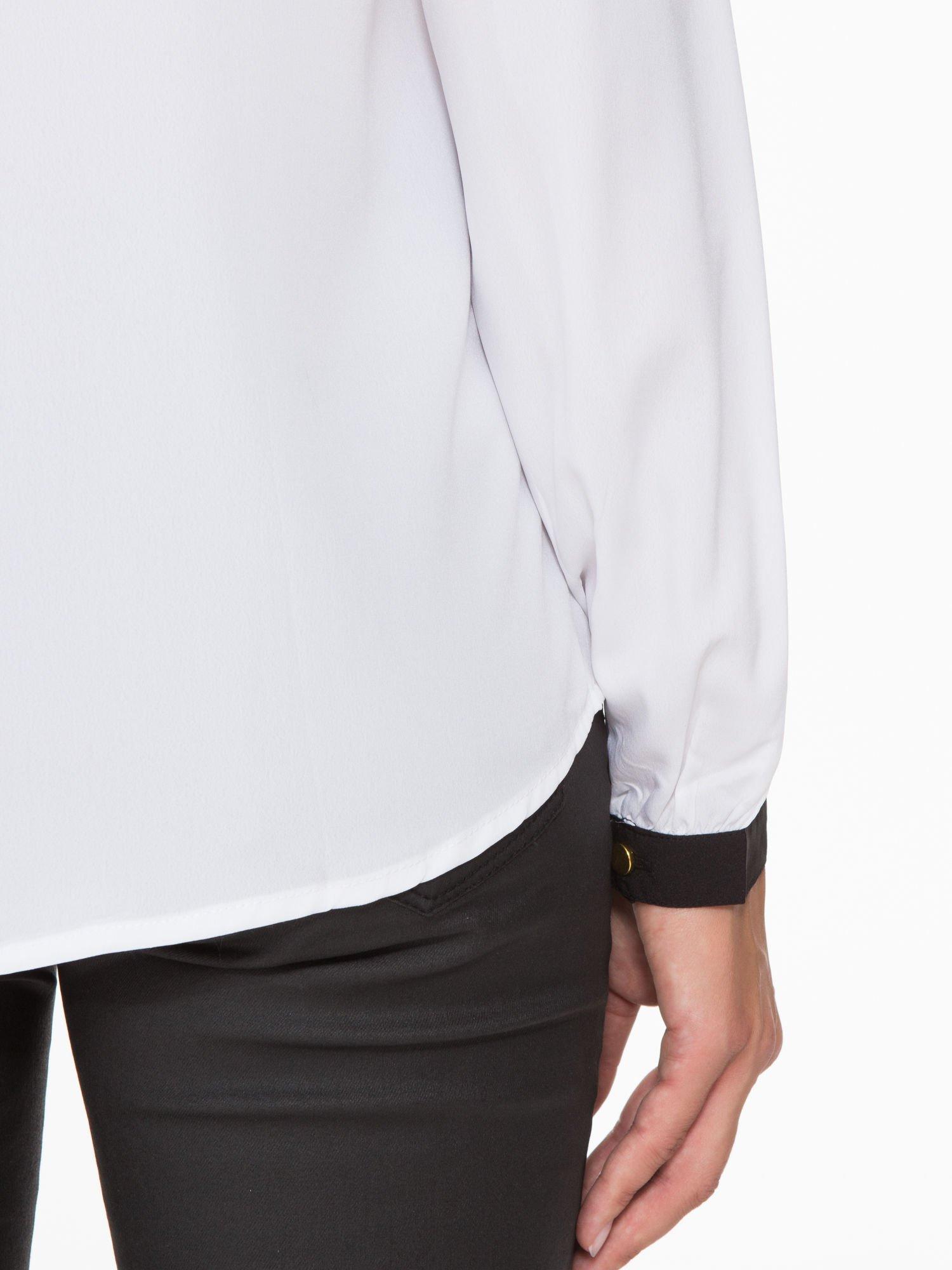 Biała koszula z kontrastową lamówką przy dekolcie i mankietami                                  zdj.                                  10