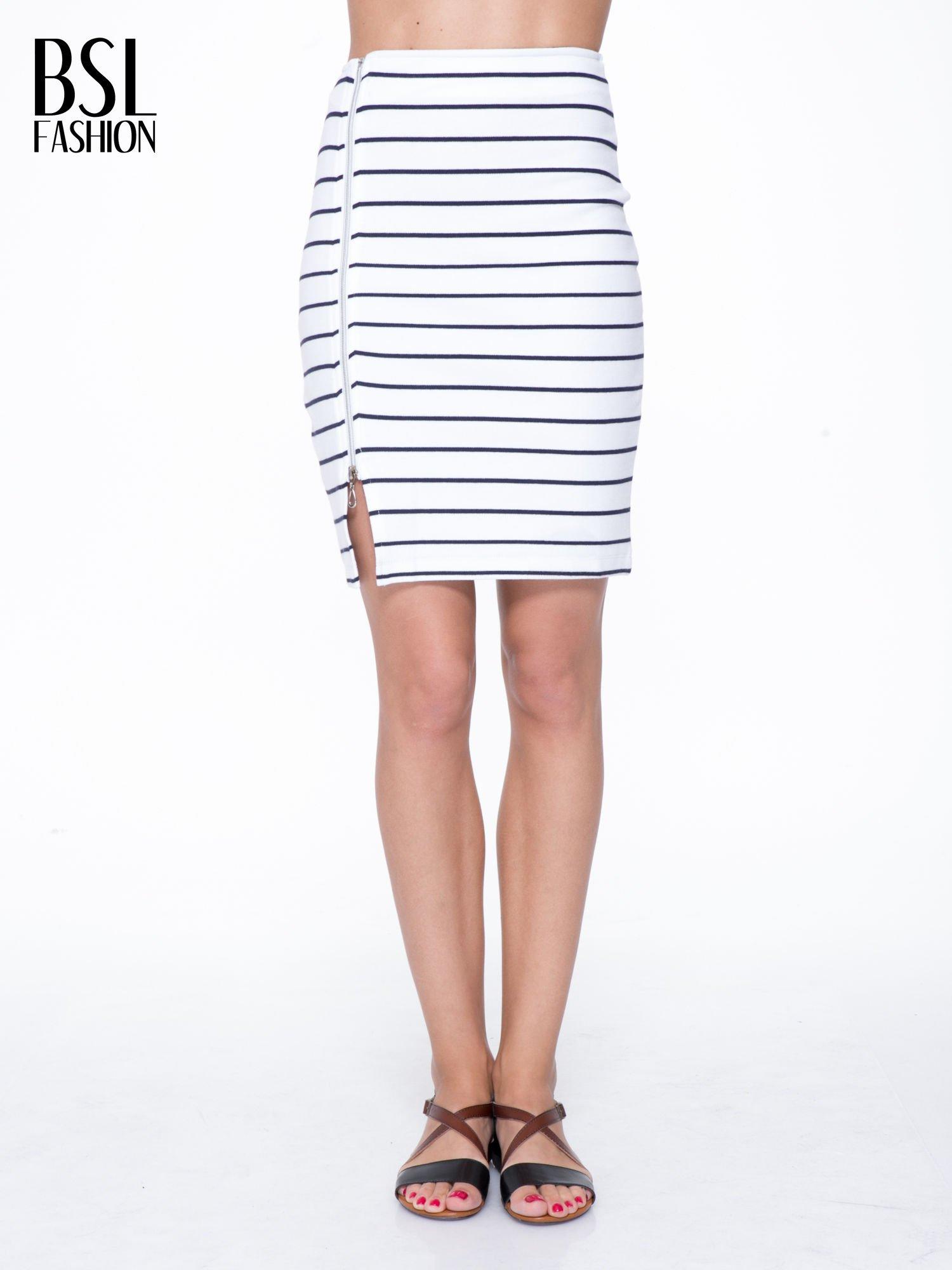 Biała mini spódnica w paski z suwakiem z boku                                  zdj.                                  1