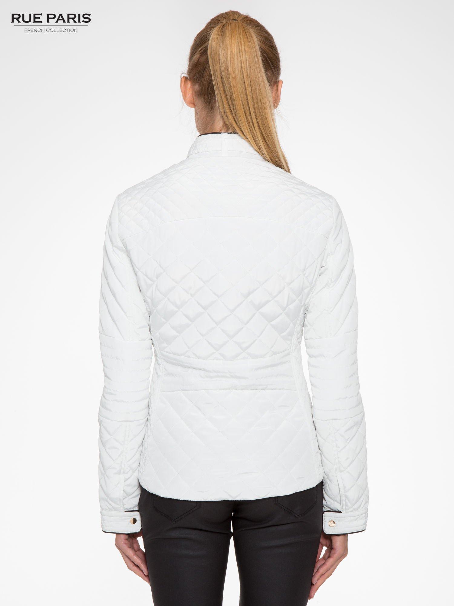 Biała pikowana kurtka ze skórzaną lamówką                                  zdj.                                  4