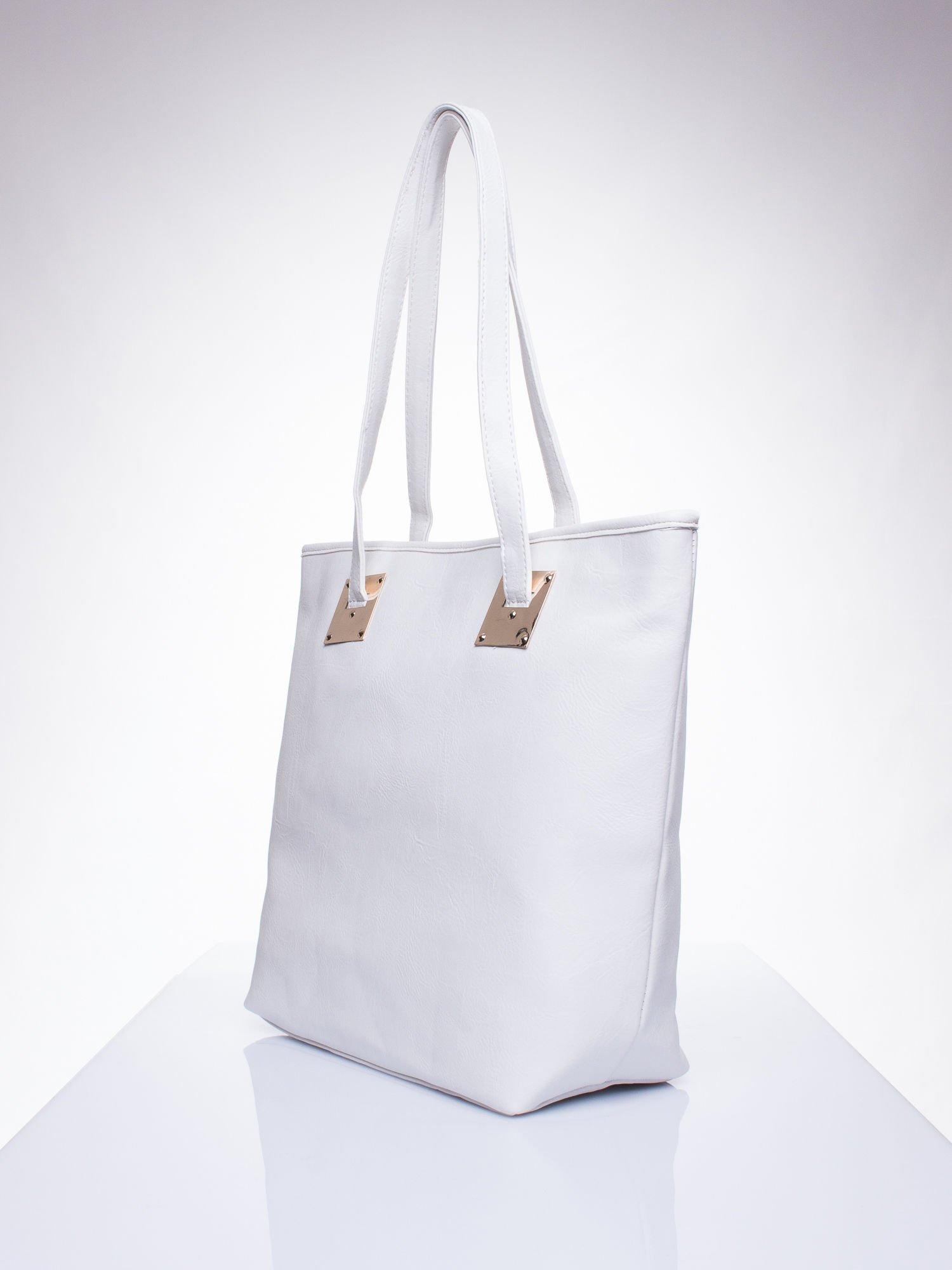 Biała prosta torba shopper bag ze złotymi okuciami                                  zdj.                                  2