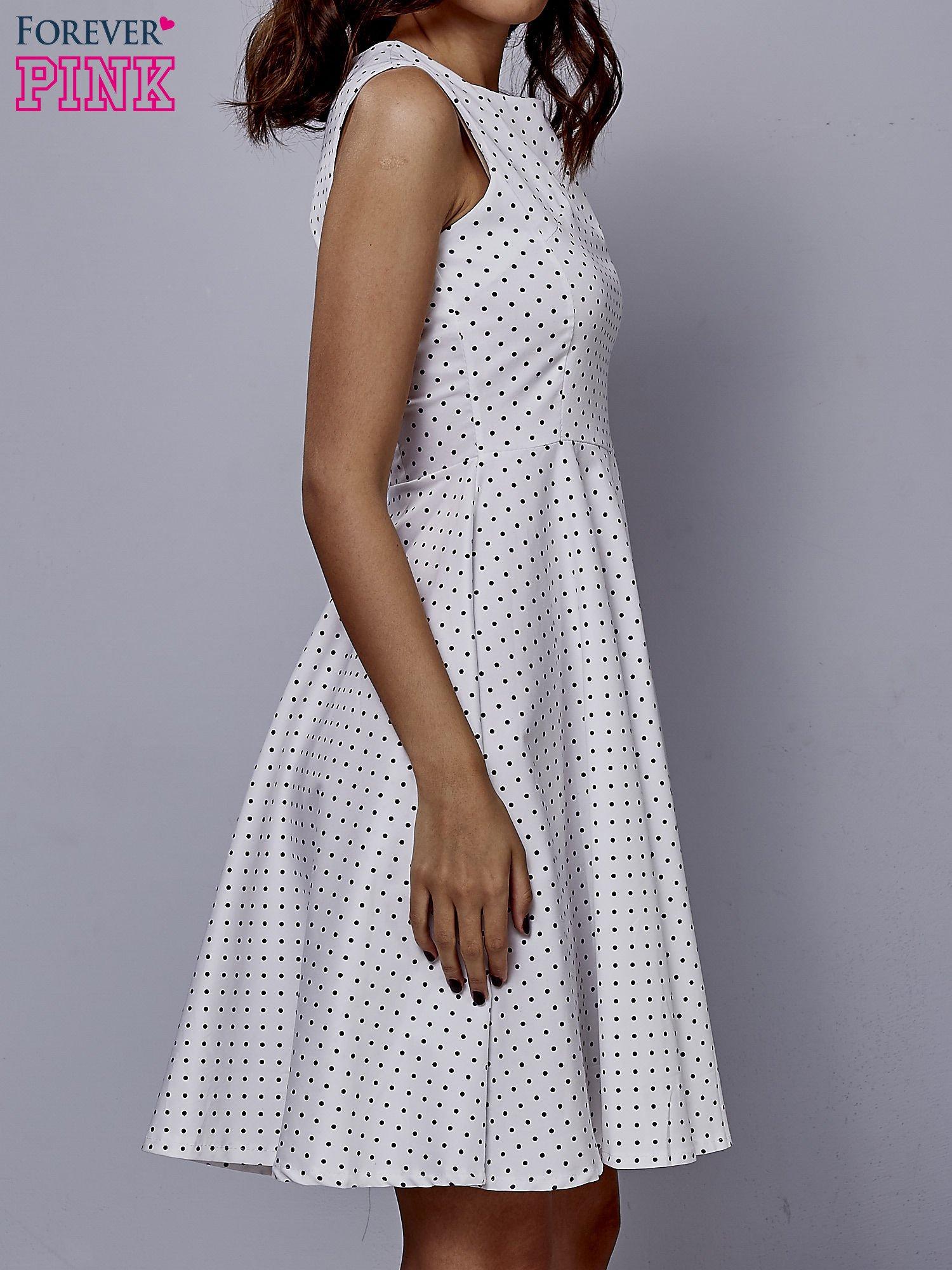 Biała rozkloszowana sukienka w groszki                                  zdj.                                  3