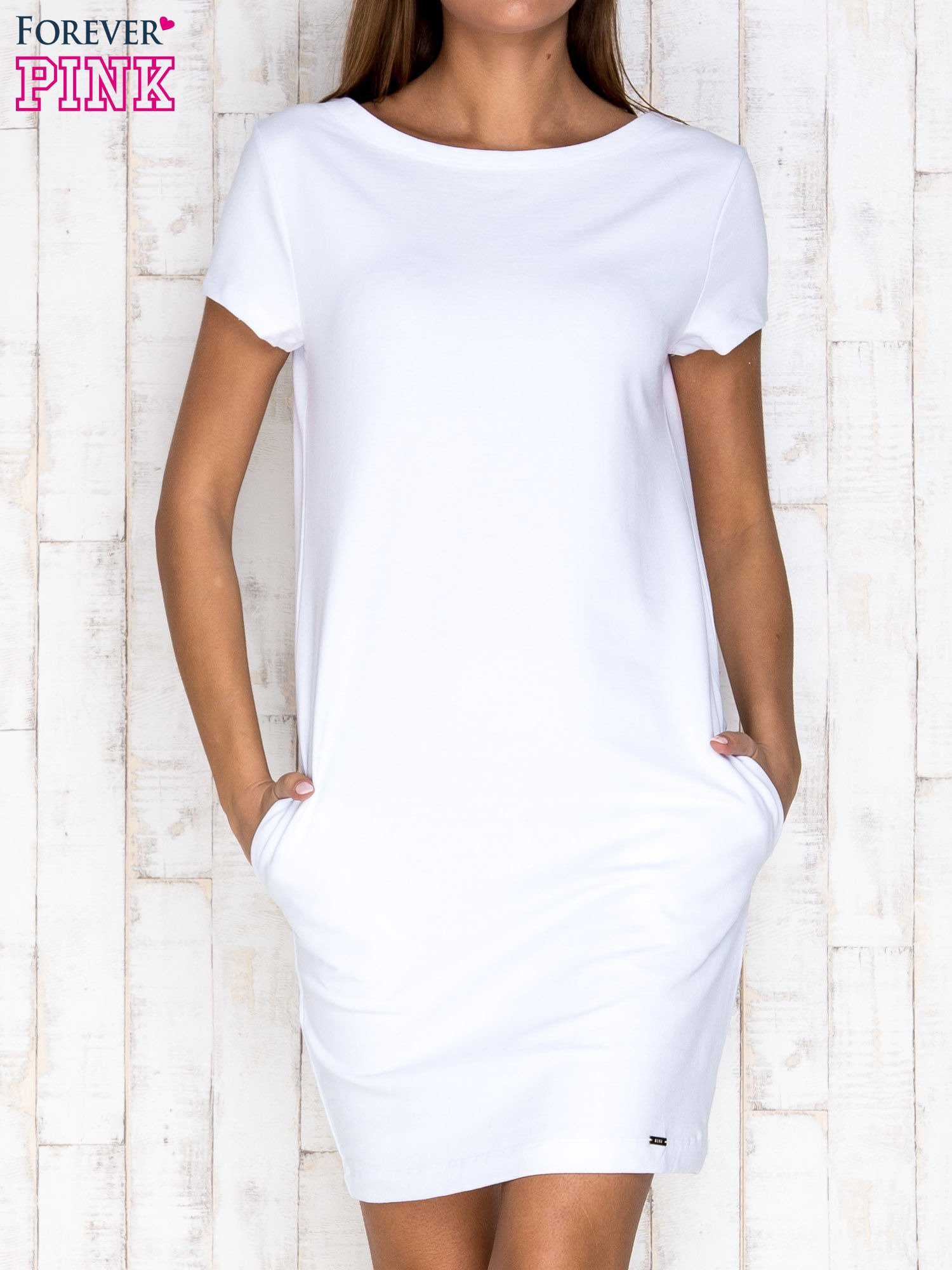 Biała sukienka dresowa z kieszeniami                                  zdj.                                  1