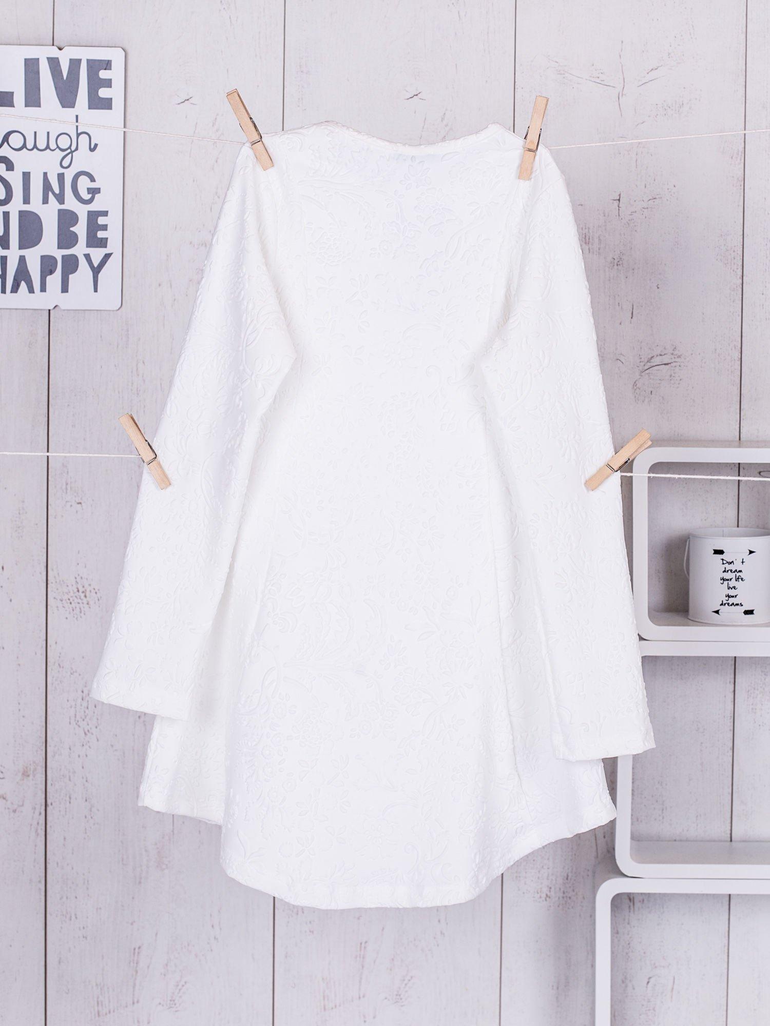 95e7d73713 Biała sukienka dziewczęca w tłoczony wzór - Dziecko Dziewczynka ...