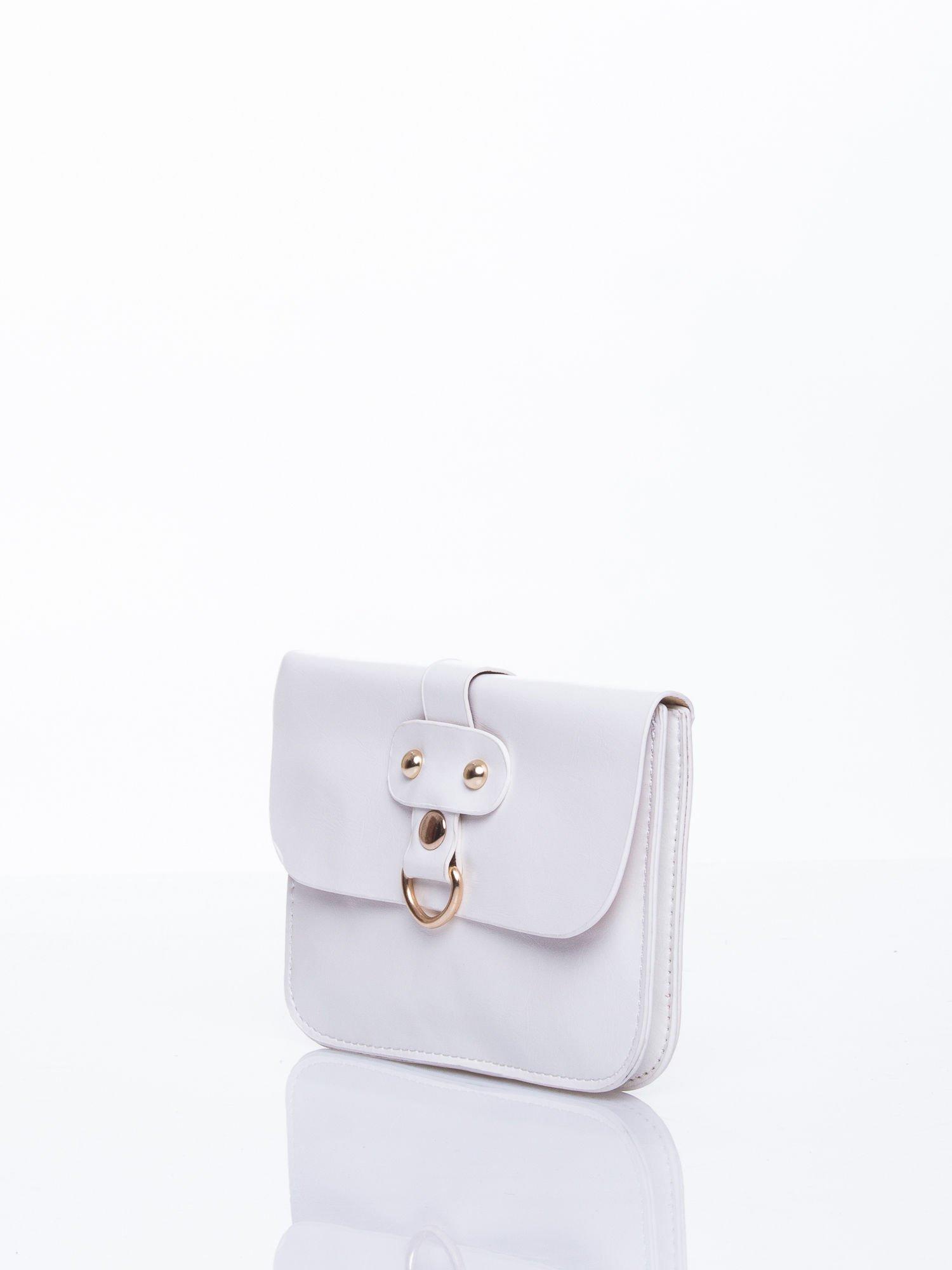 Biała torebka listonoszka z klapką                                  zdj.                                  3