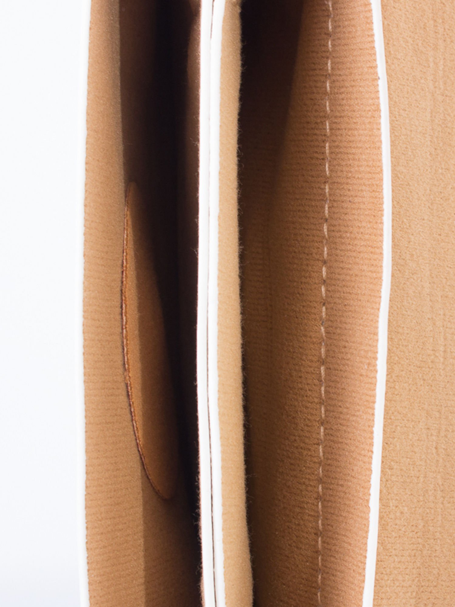 Biała torebka listonoszka z klapką                                  zdj.                                  5