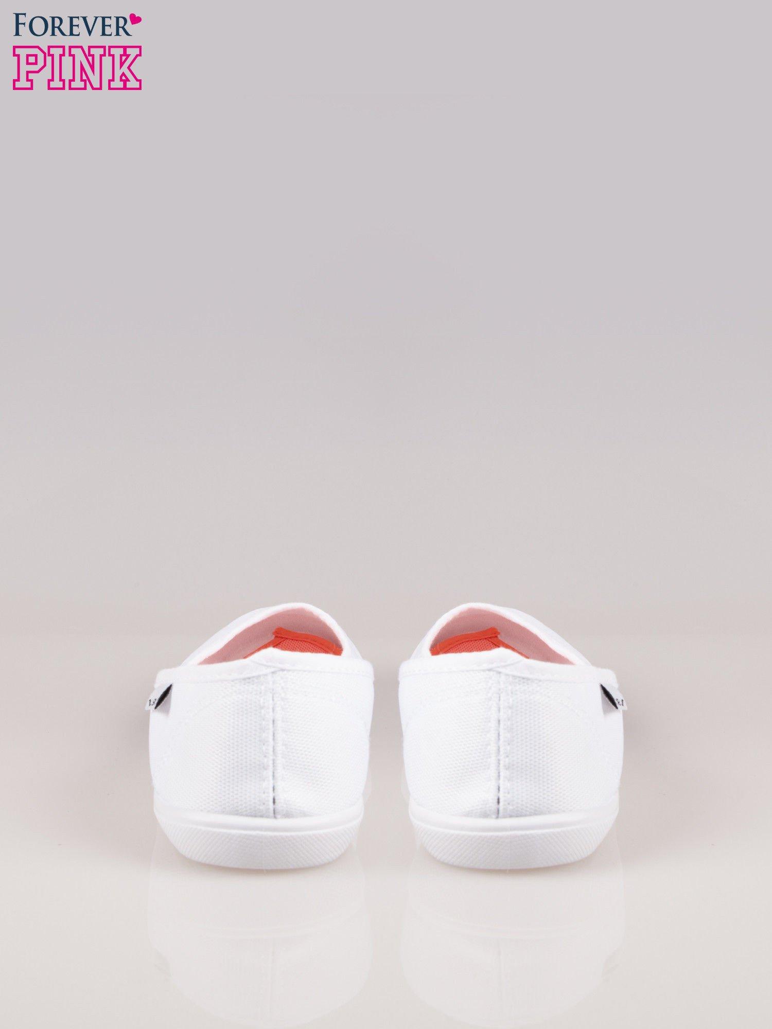 Białe lekkie balerinki na elastycznej podeszwie                                  zdj.                                  3