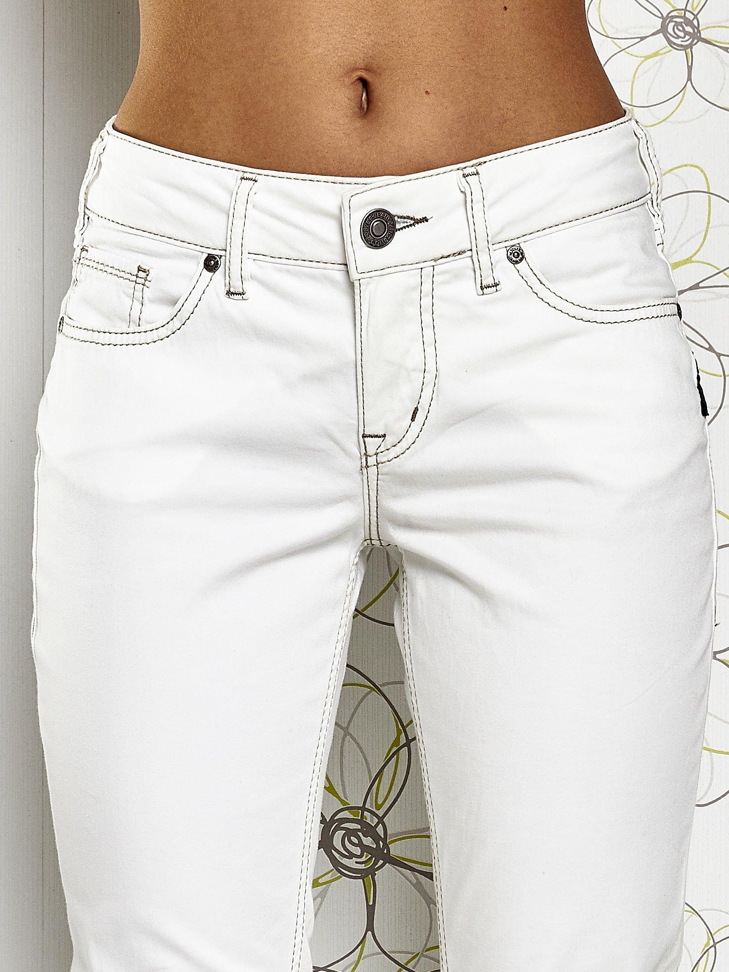 Białe materiałowe proste spodnie                                  zdj.                                  4