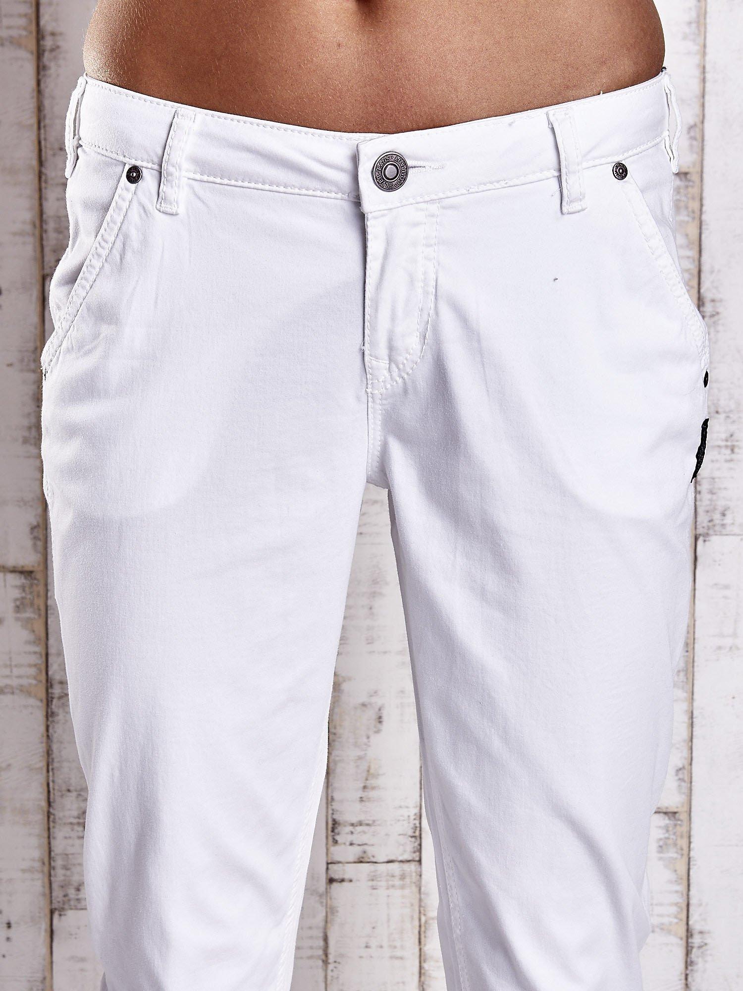 Białe proste spodnie z napami                                  zdj.                                  4