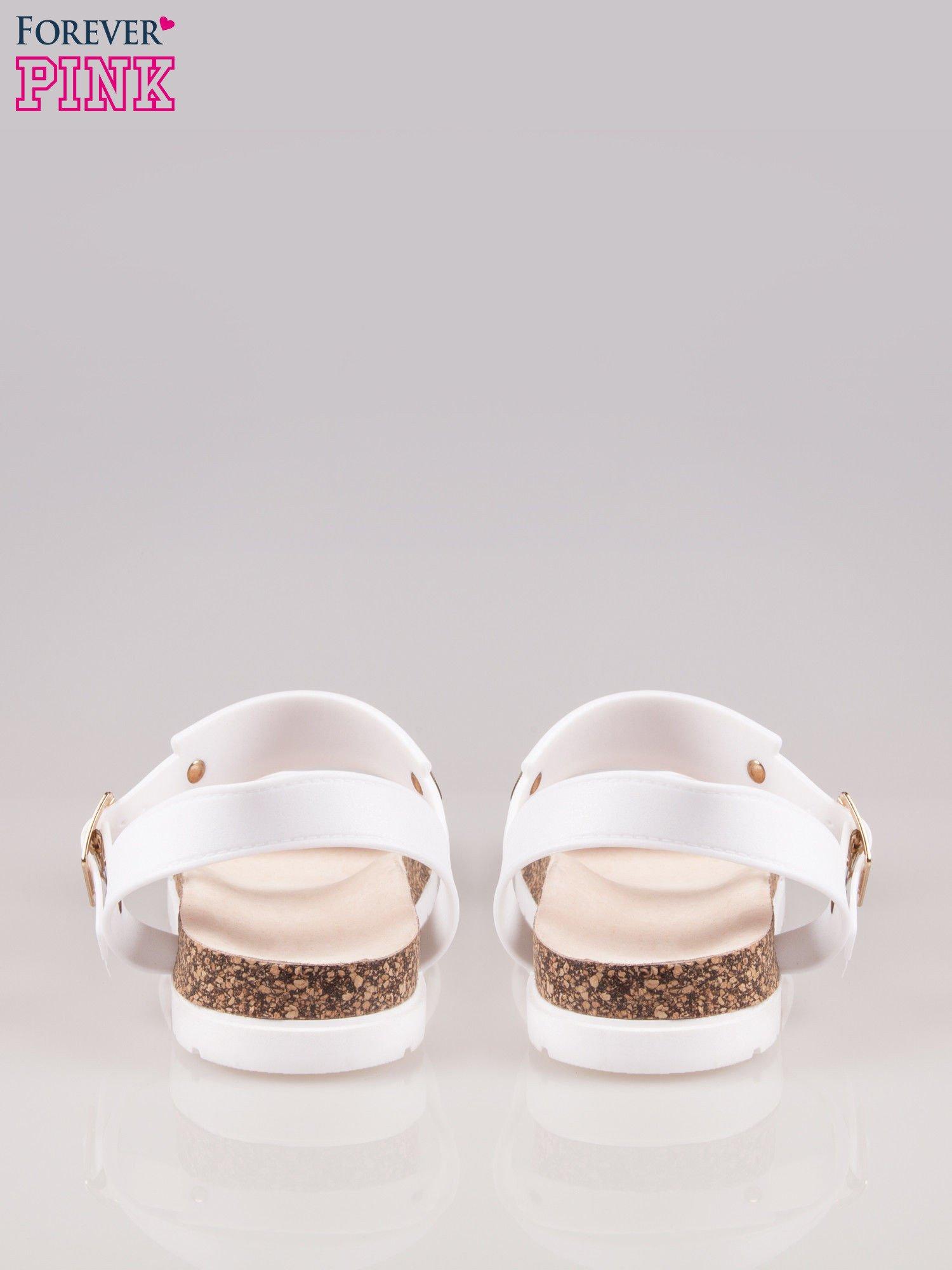 Białe sandały z blaszką na korkowej podeszwie                                  zdj.                                  3