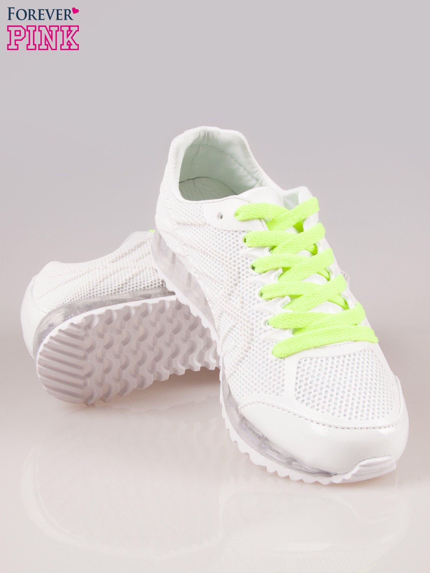 Białe siateczkowe buty sportowe damskie na rowkowanej podeszwie                                  zdj.                                  4