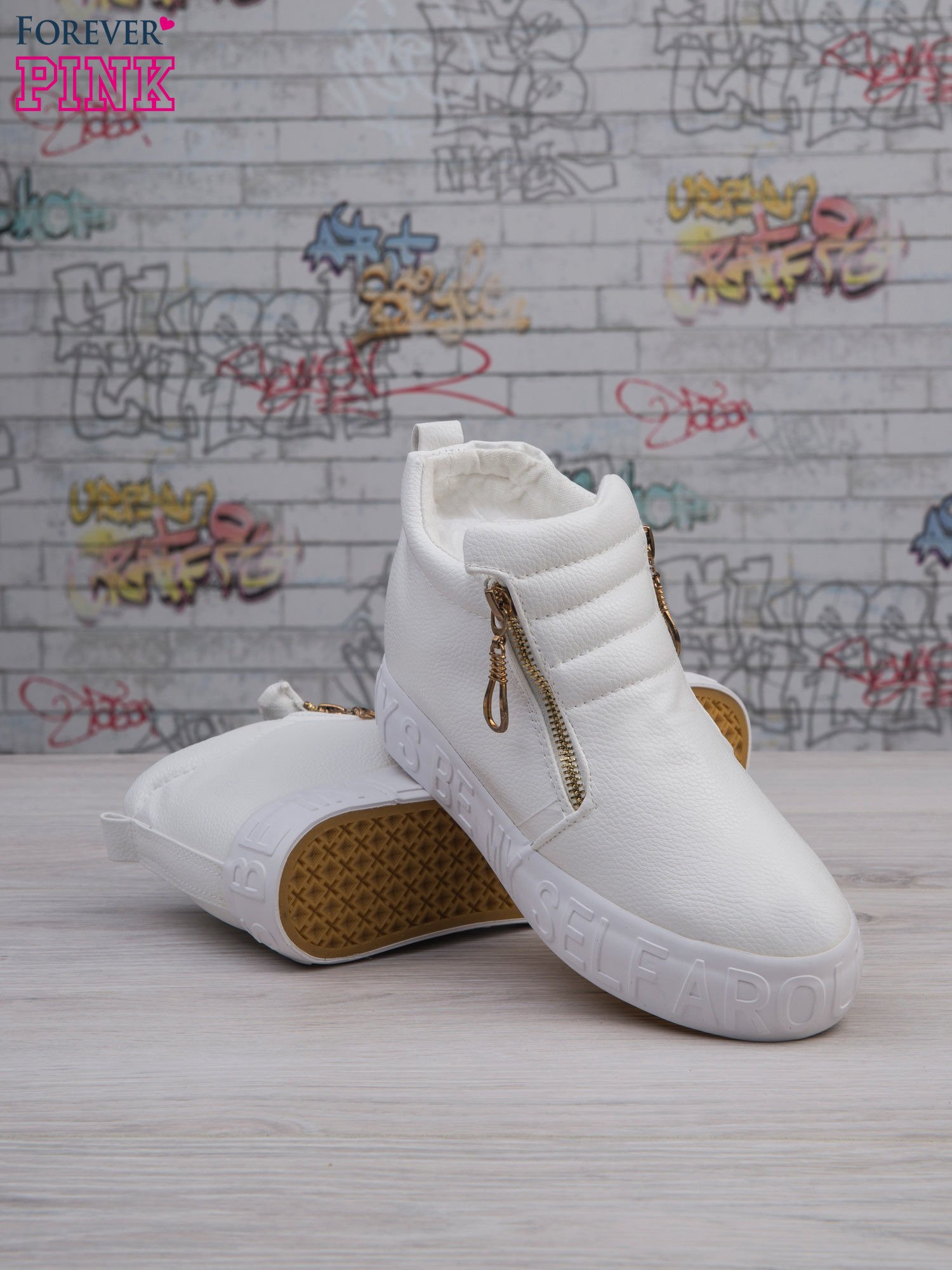 Białe skórzane buty slip on Tracy ze złotym suwakiem i napisem                                  zdj.                                  3