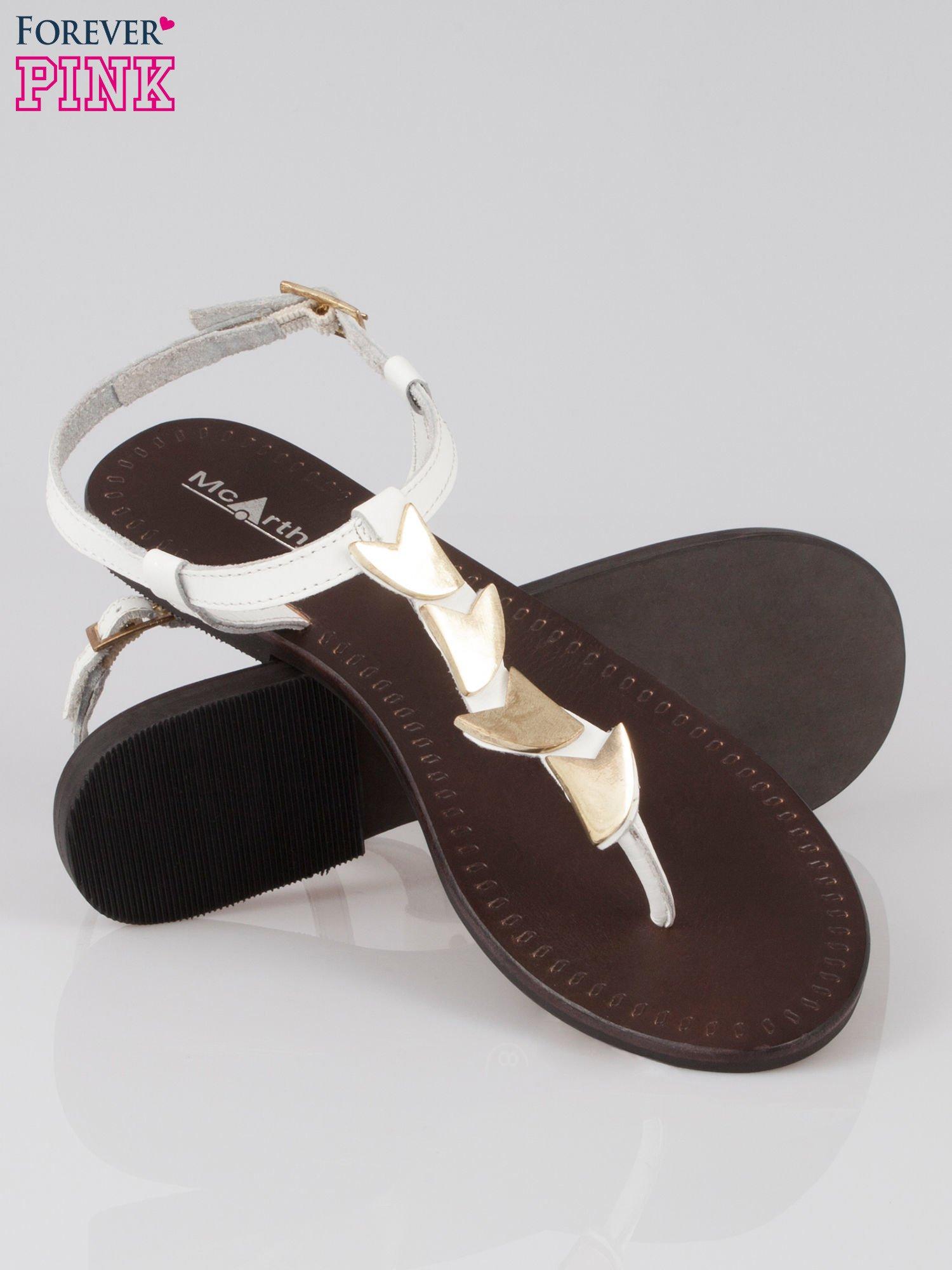 Białe skórzane sandały japonki ze złotą aplikacją Magic                                  zdj.                                  4