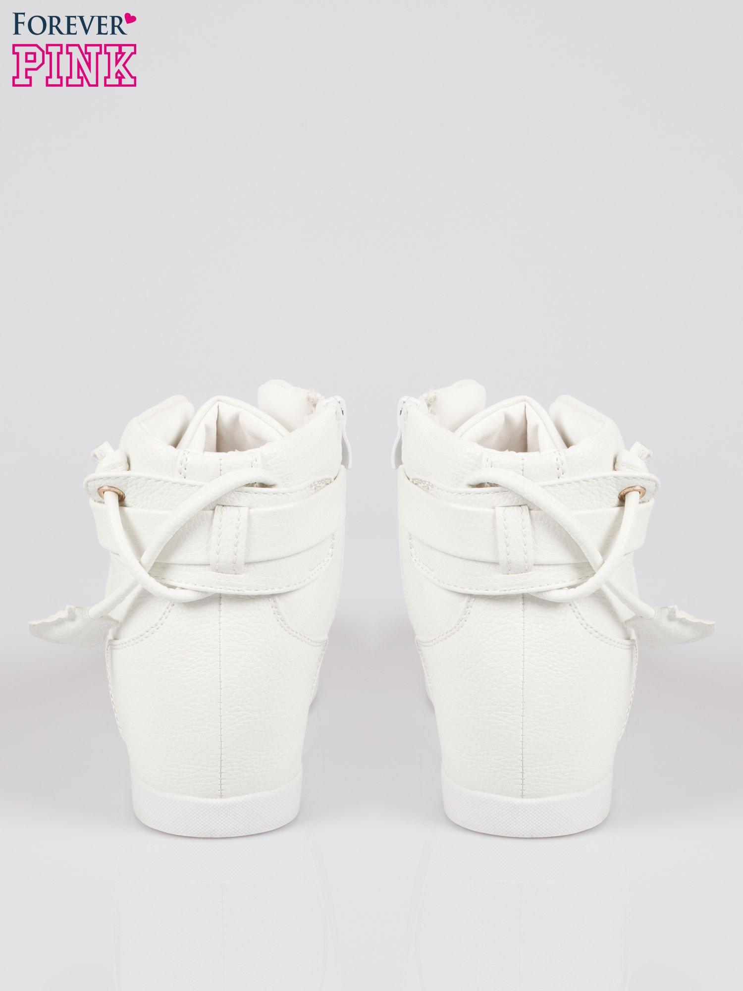 Białe sneakersy damskie ze złotą kłódką                                  zdj.                                  3