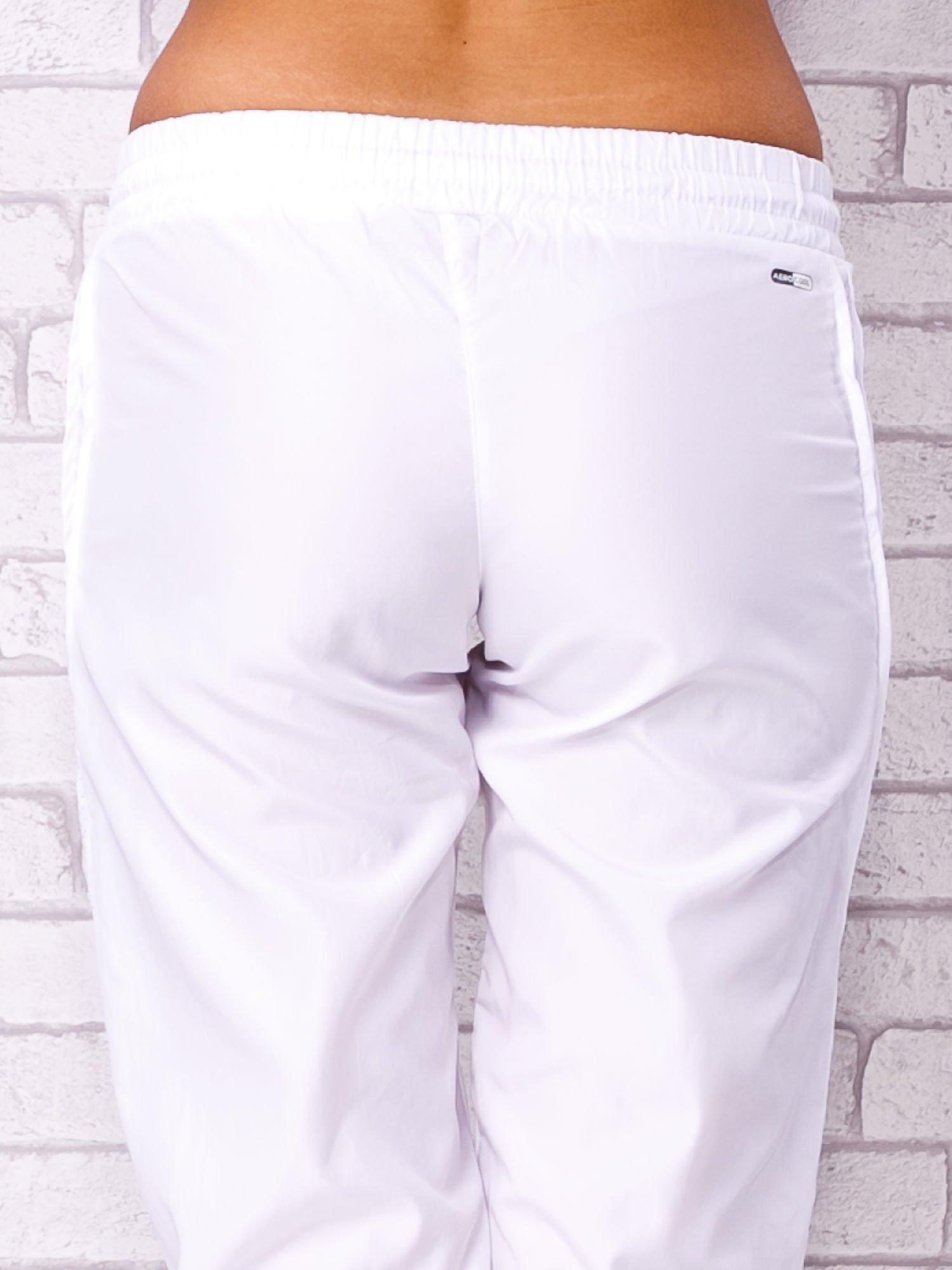 Białe spodnie sportowe capri z siateczką                                  zdj.                                  6