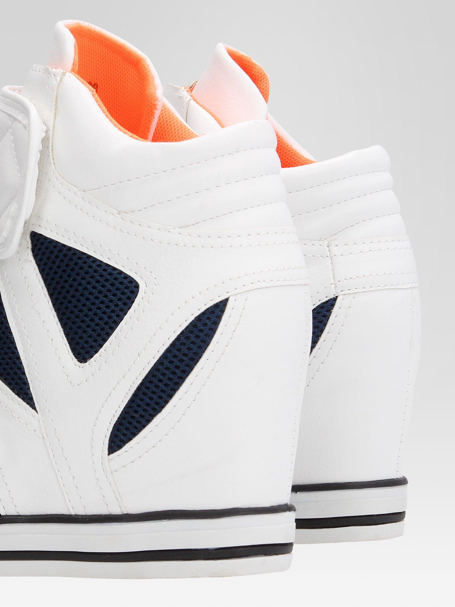 Białe sportowe sneakersy damskie z siateczką                                  zdj.                                  7
