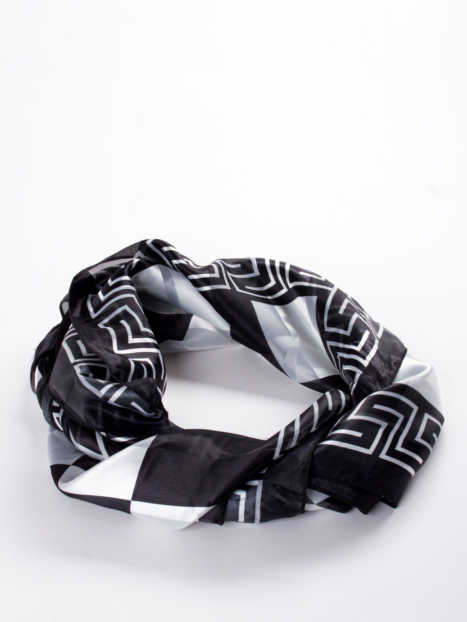 Biało-czarna chusta apaszka we wzór geometryczny                                  zdj.                                  2