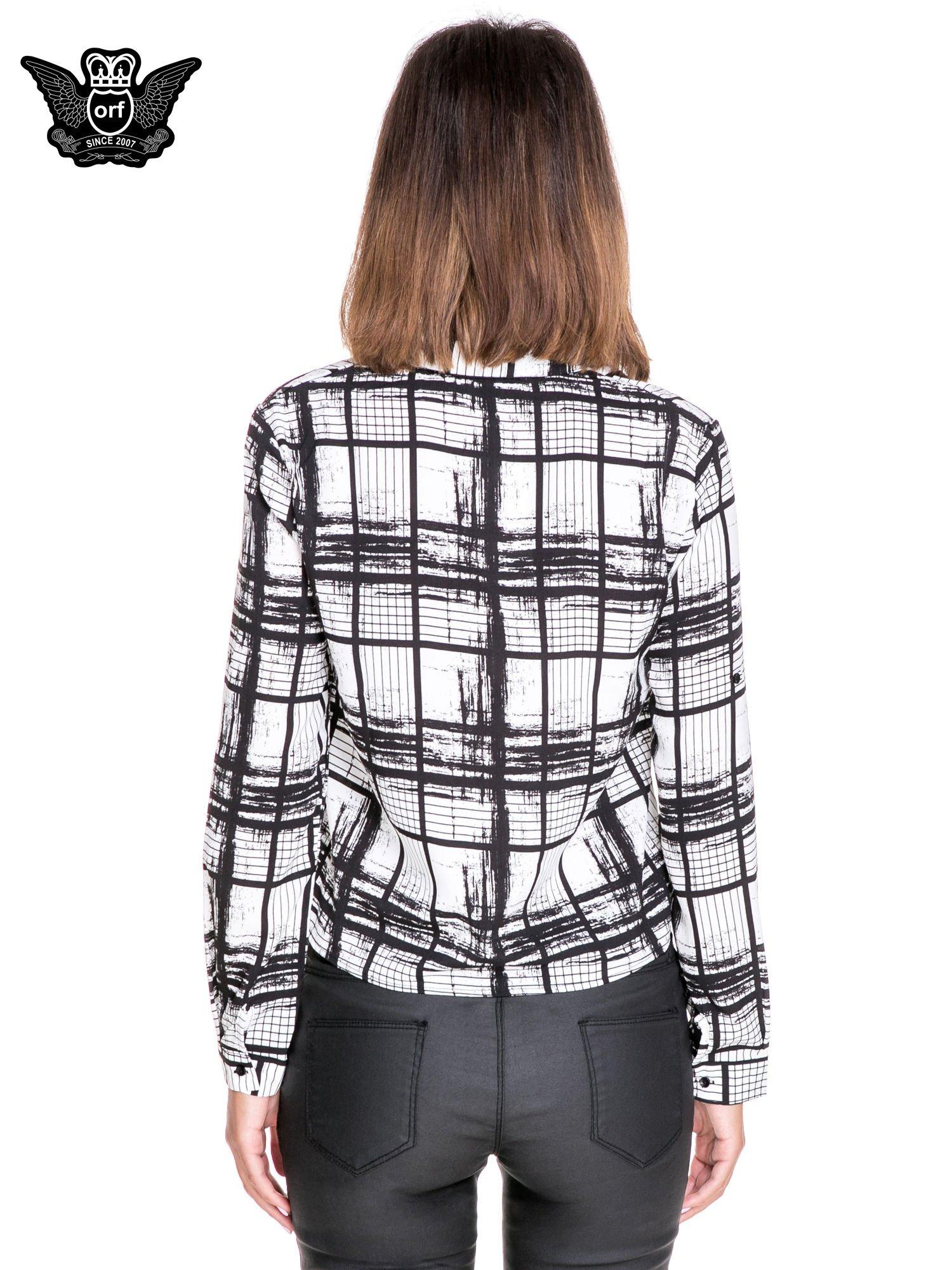 Biało-czarna koszula w kratę wiązana na dole                                  zdj.                                  4