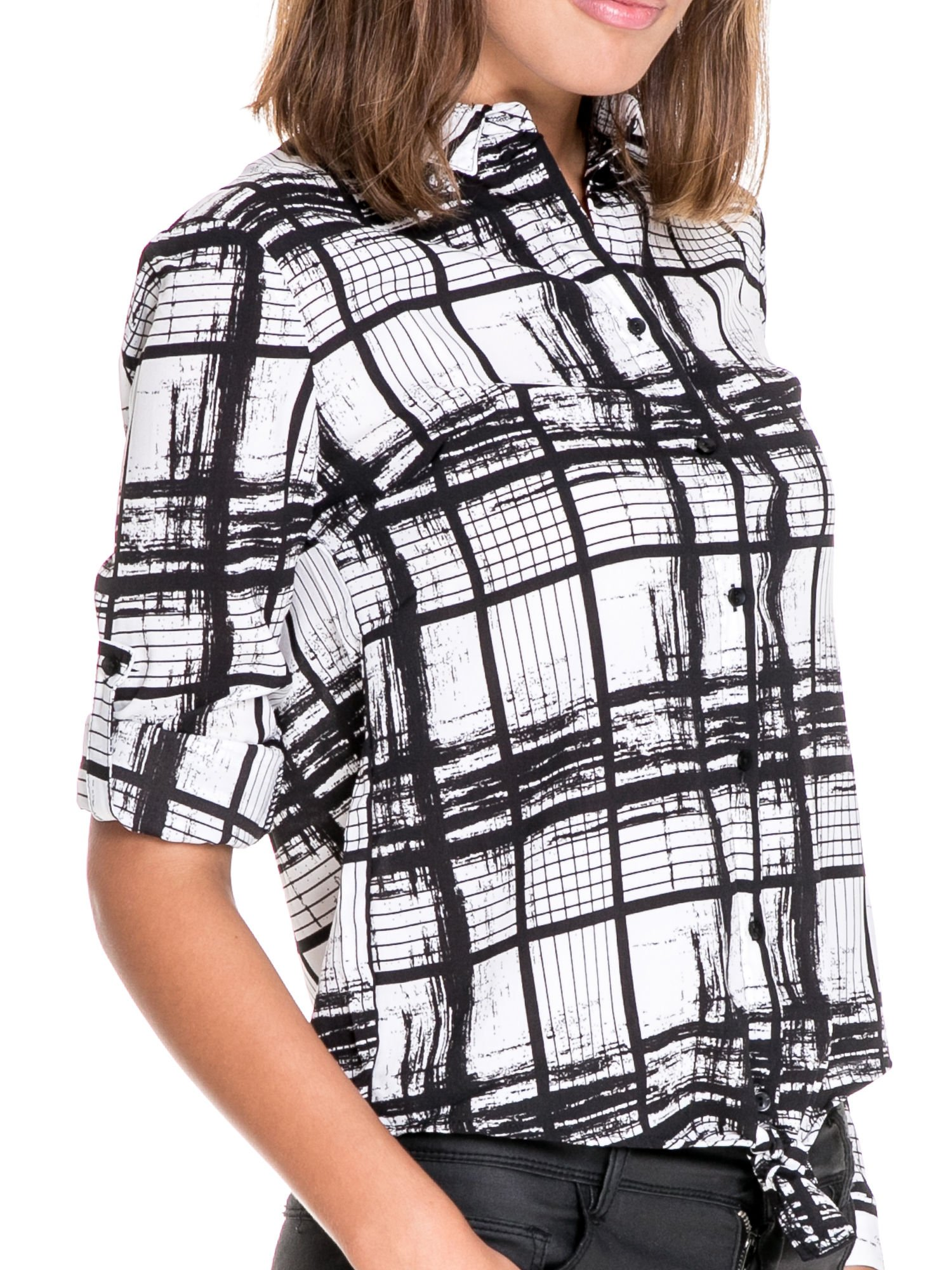 Biało-czarna koszula w kratę wiązana na dole                                  zdj.                                  6